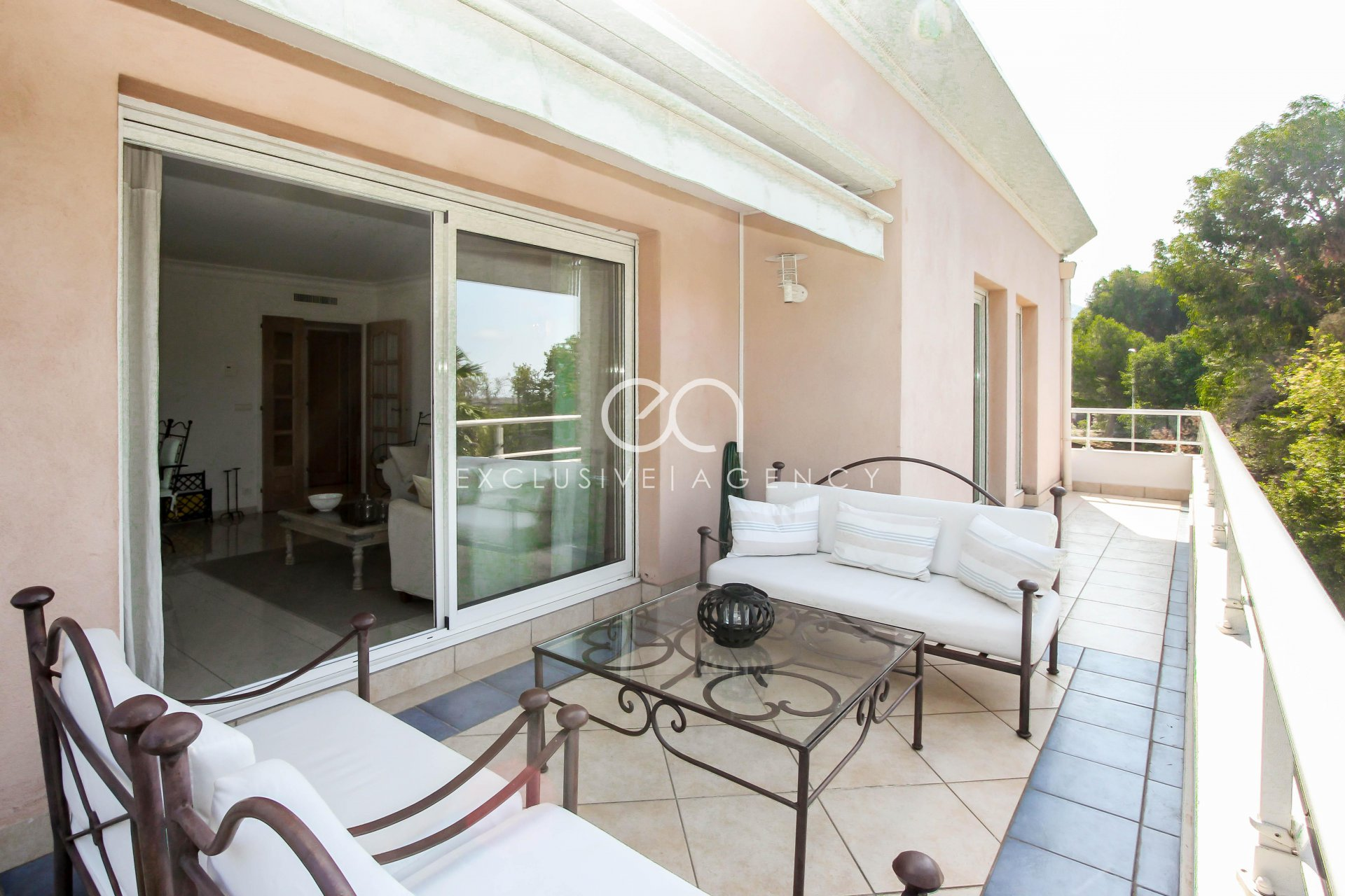 Cannes Californie short rental 2 bedrooms apartment 70m² for 2 to 4 people.
