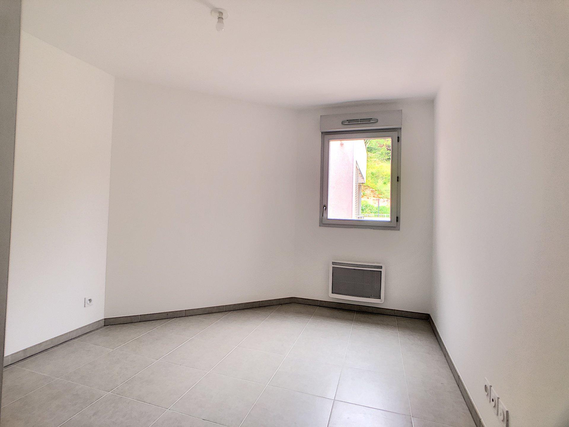 St Laurent du Var (06700) - Appartement  3 Pièces - 64M2 - calme