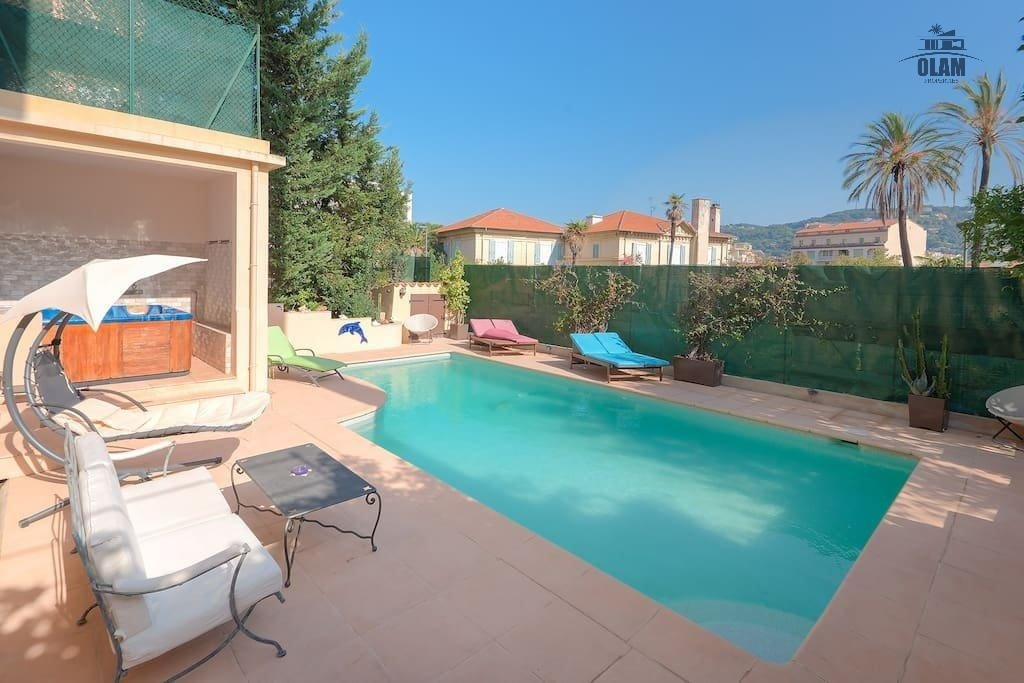 Townhouse 7 bedrooms, pool and garden