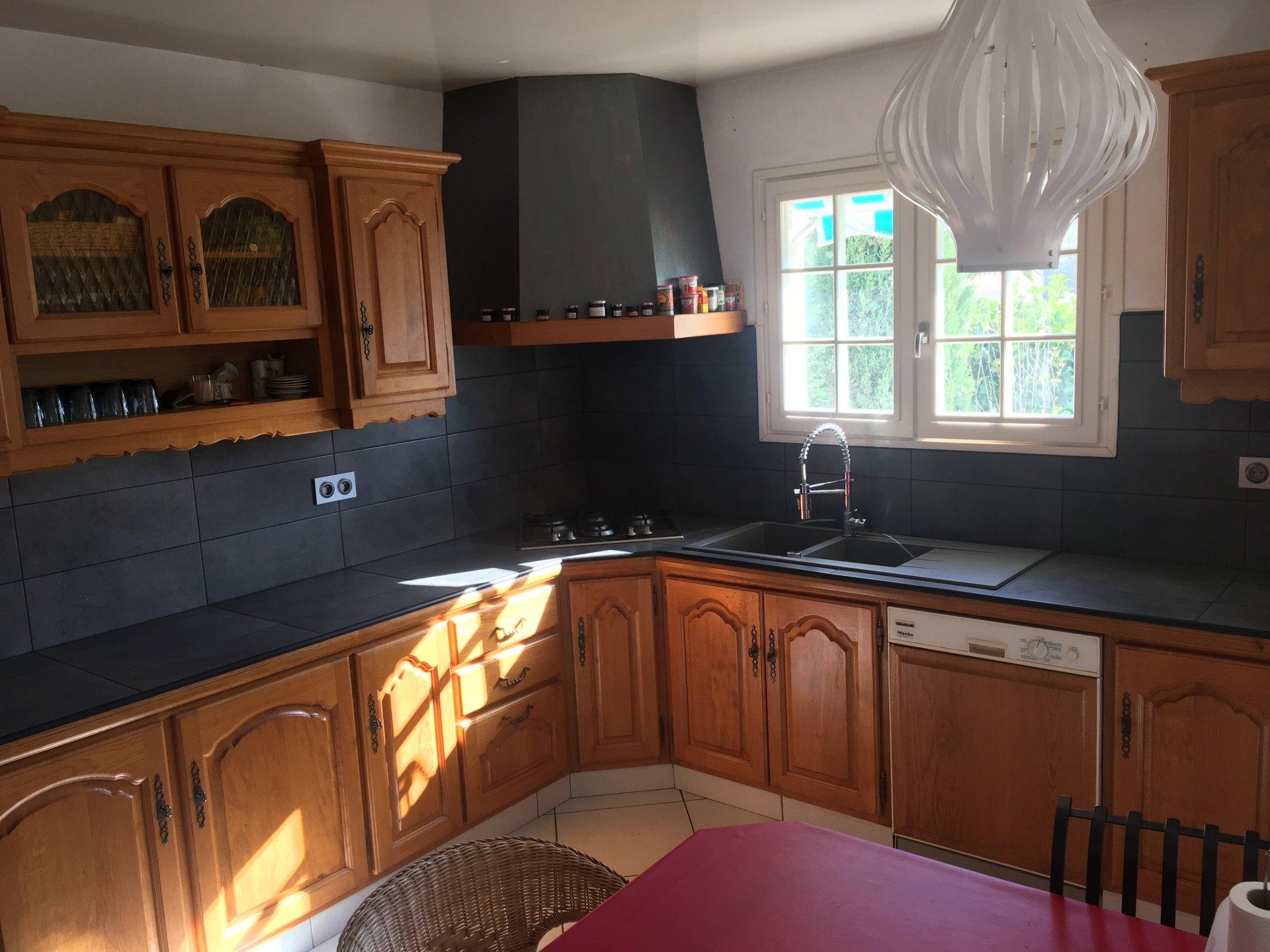 Villa 4 Faces de 182 m2 avec garage de 166 m2  très proche du centre du village