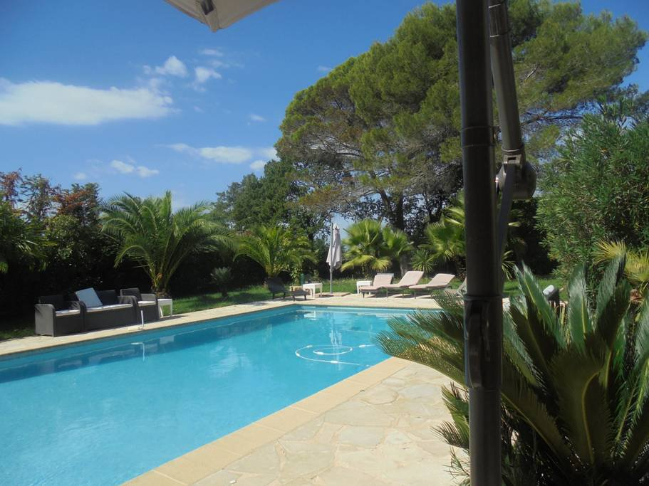 VERY COMFORTABLE VILLA ONLY 10 MN FROM THE PALAIS DES FESTIVALS