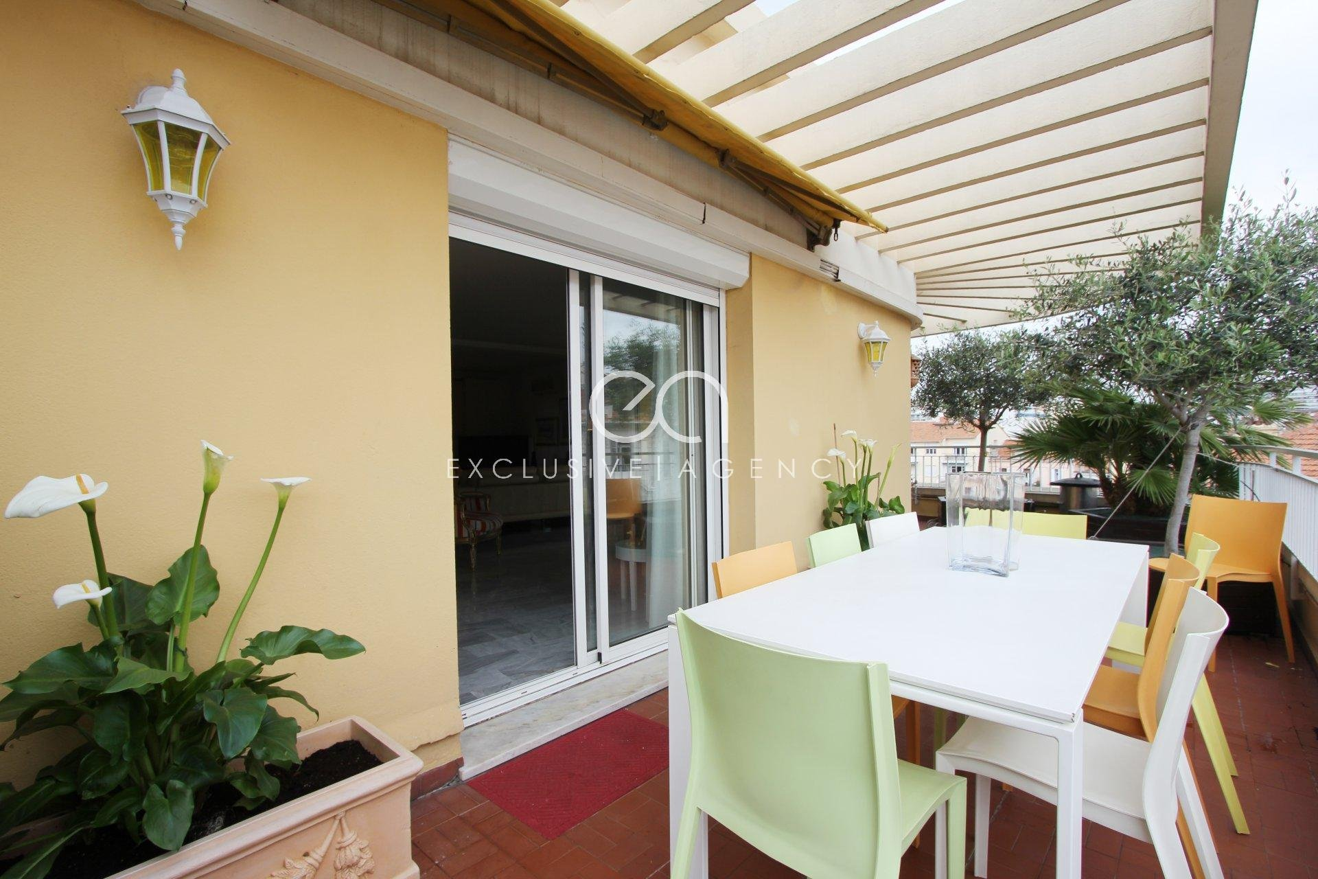 For sale 1 bedroom apartment of 70sqm Cannes City Center with a terrace of 120sqm, parking and cellar