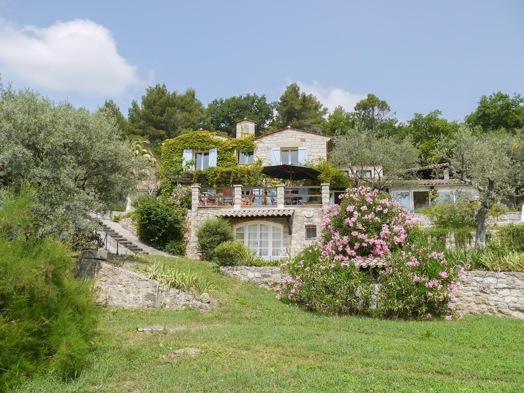 Flott villa med 3 soverom og separat studioleilighet til salgs - Callian