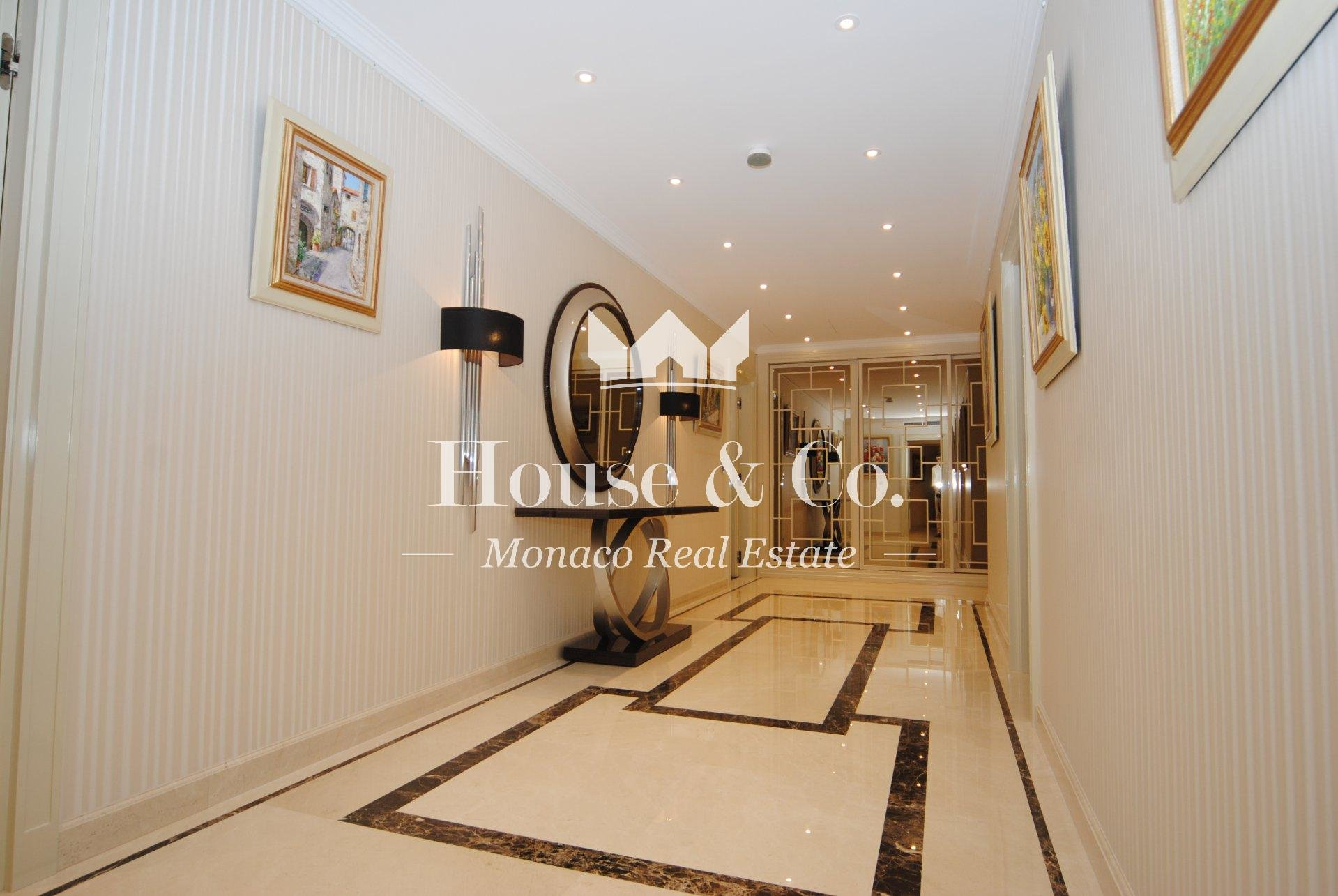 Exclusif and prestigious apartment on the Monaco port