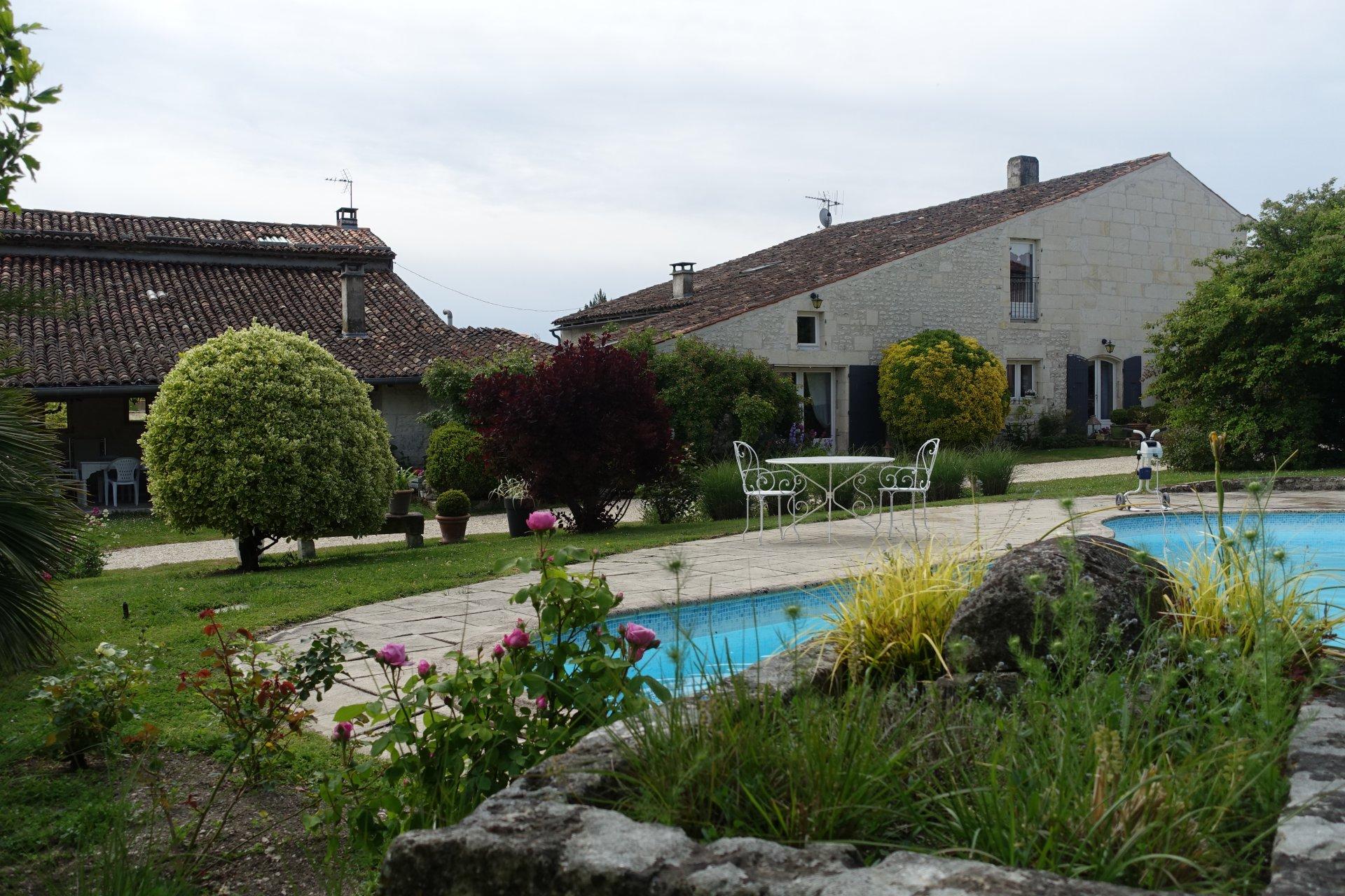 Sale House - Saintes