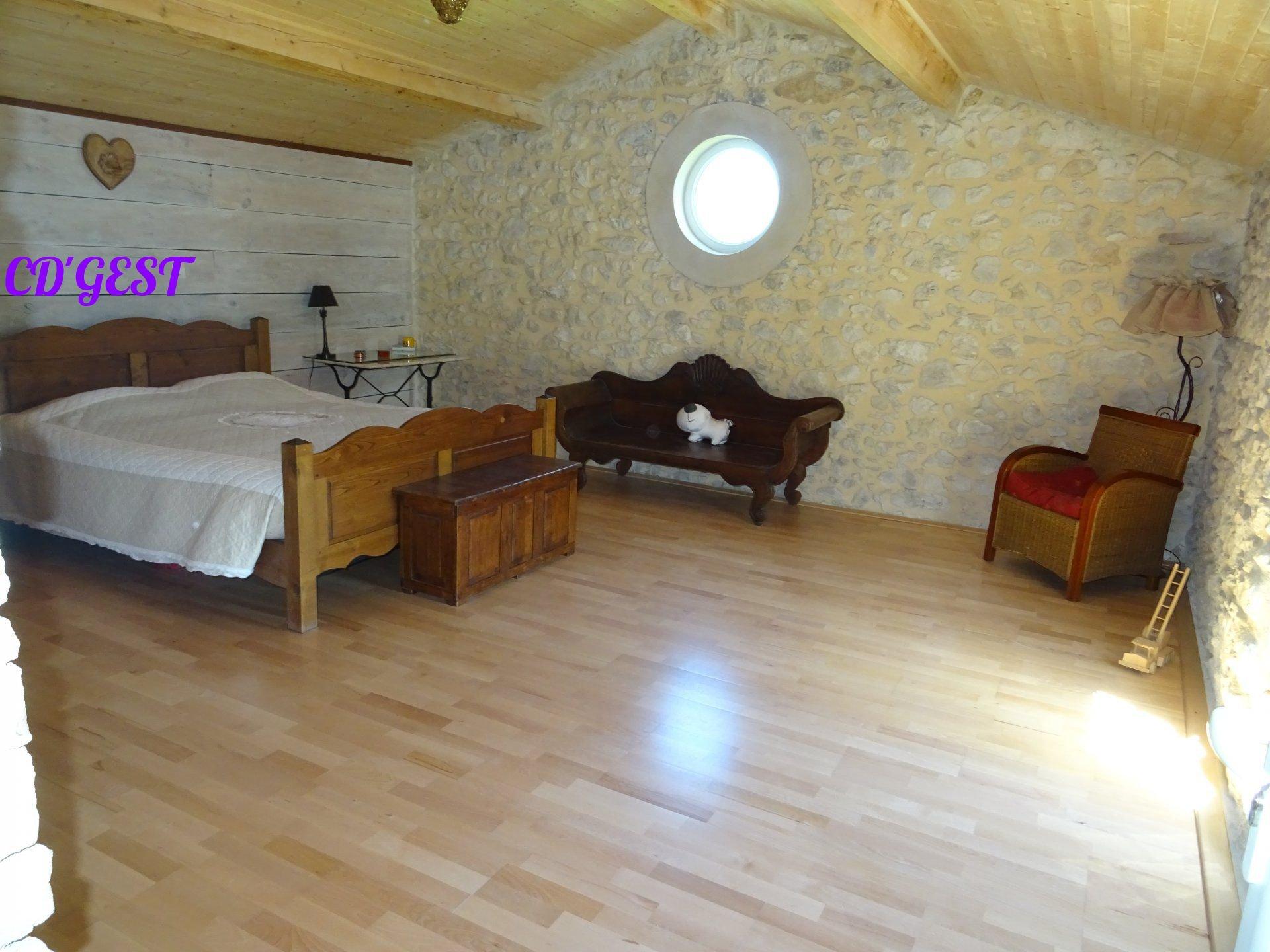 Maison en pierre 200 m² sur 4200 m² de terrain