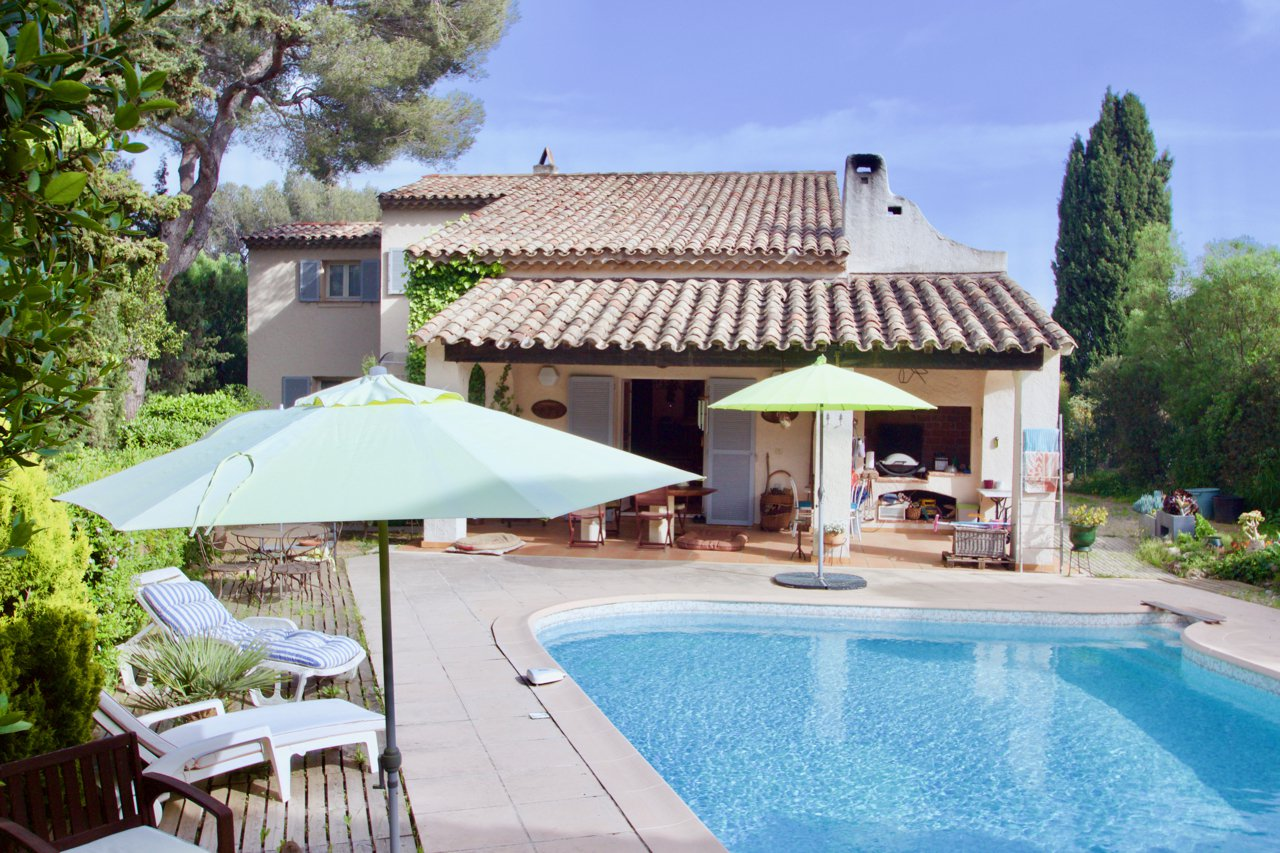 Les Issambres - Large villa, 7 bedrooms, sea view and walking distance from sea!