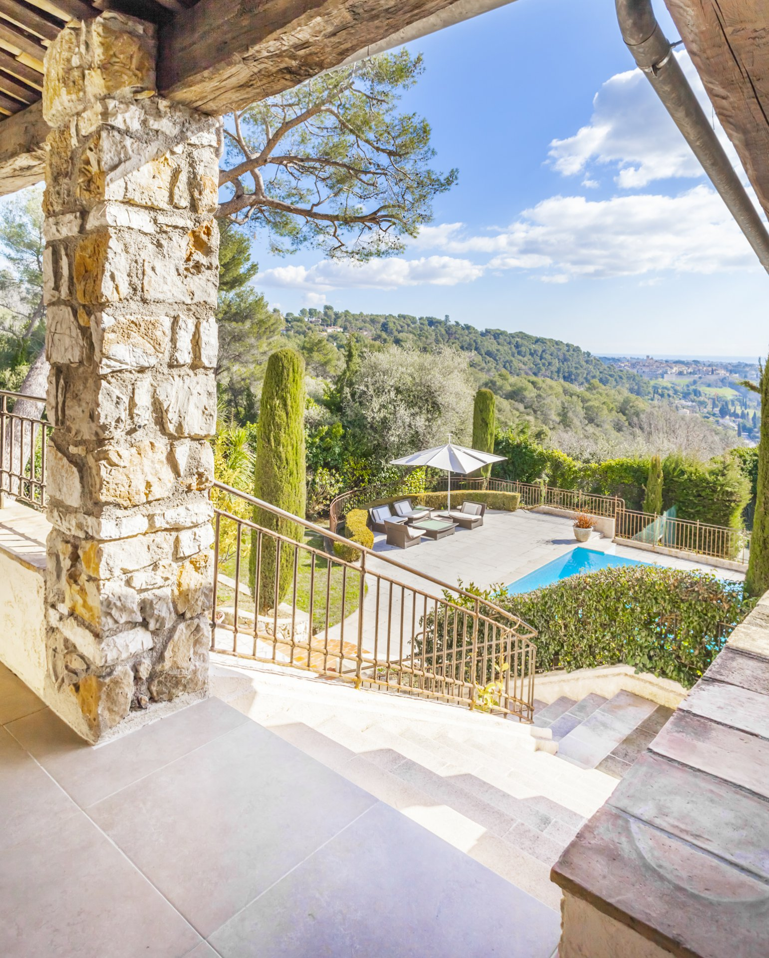 MAGNIFICENT MODERN AND PROVENCAL STYLE PROPERTY