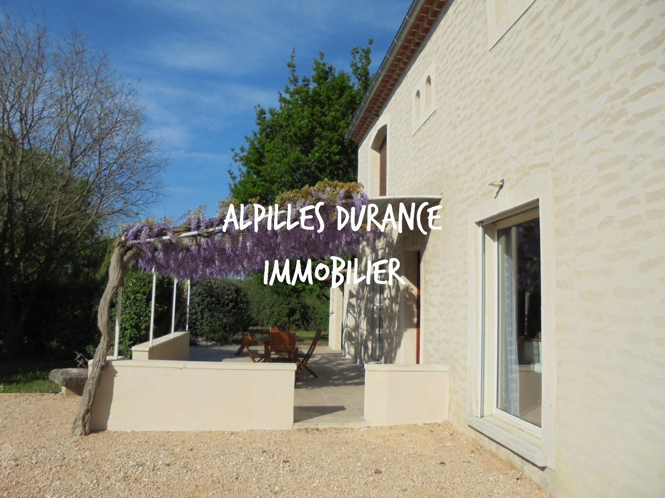 Noves: Country house with pool, 230m² hab. with garage, shelter 2 cars, warehouse of env.150
