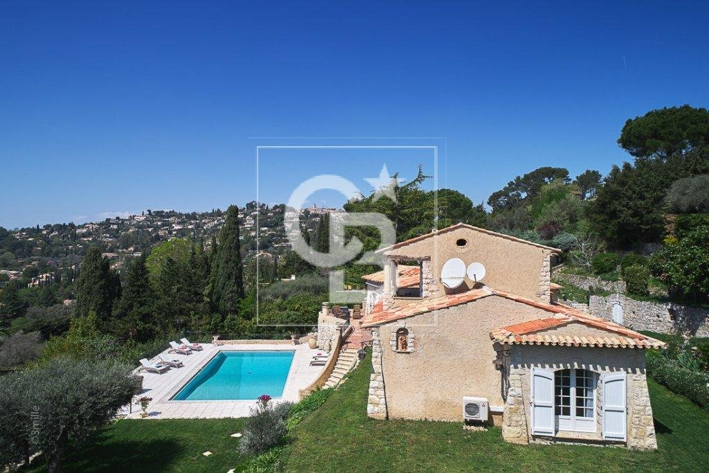 Mougins dominant position with open view