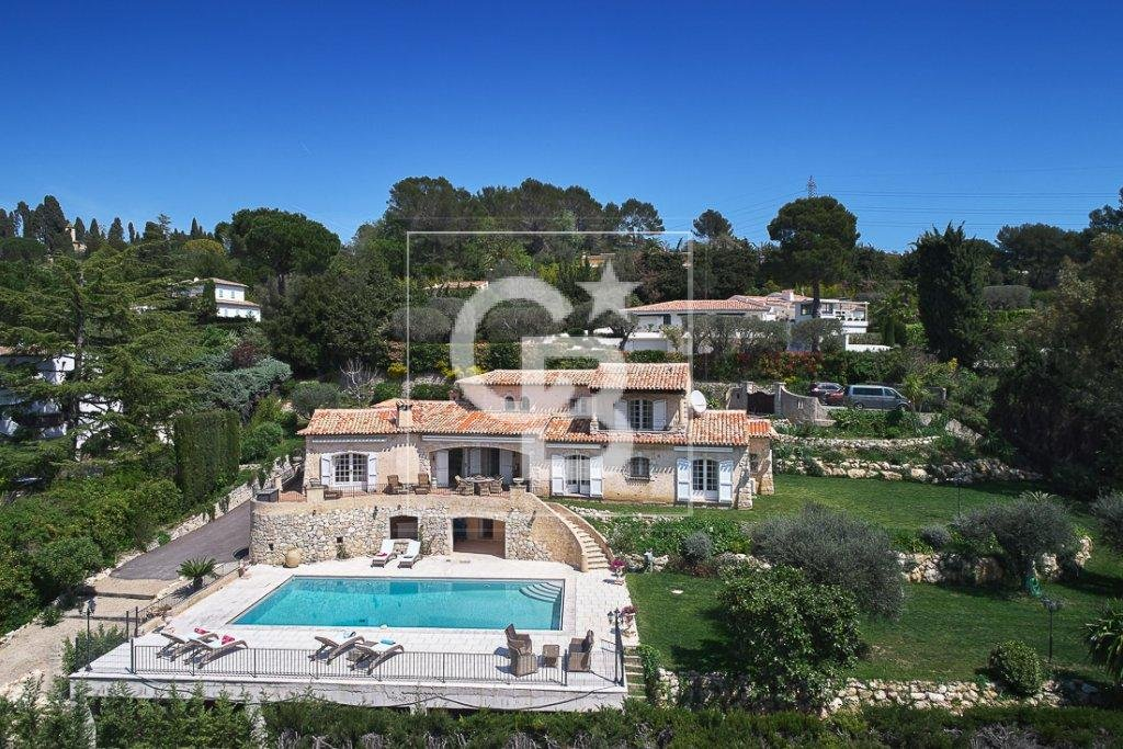 Mougins dominant position with open views