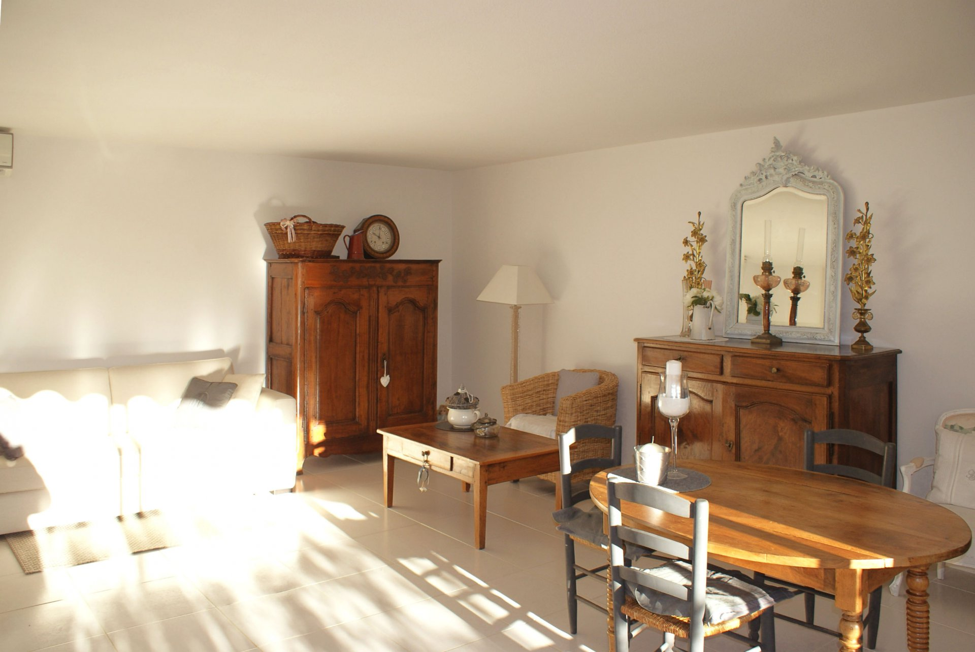 Large 2 bedrooms of 98 sqm in excellent state of condition