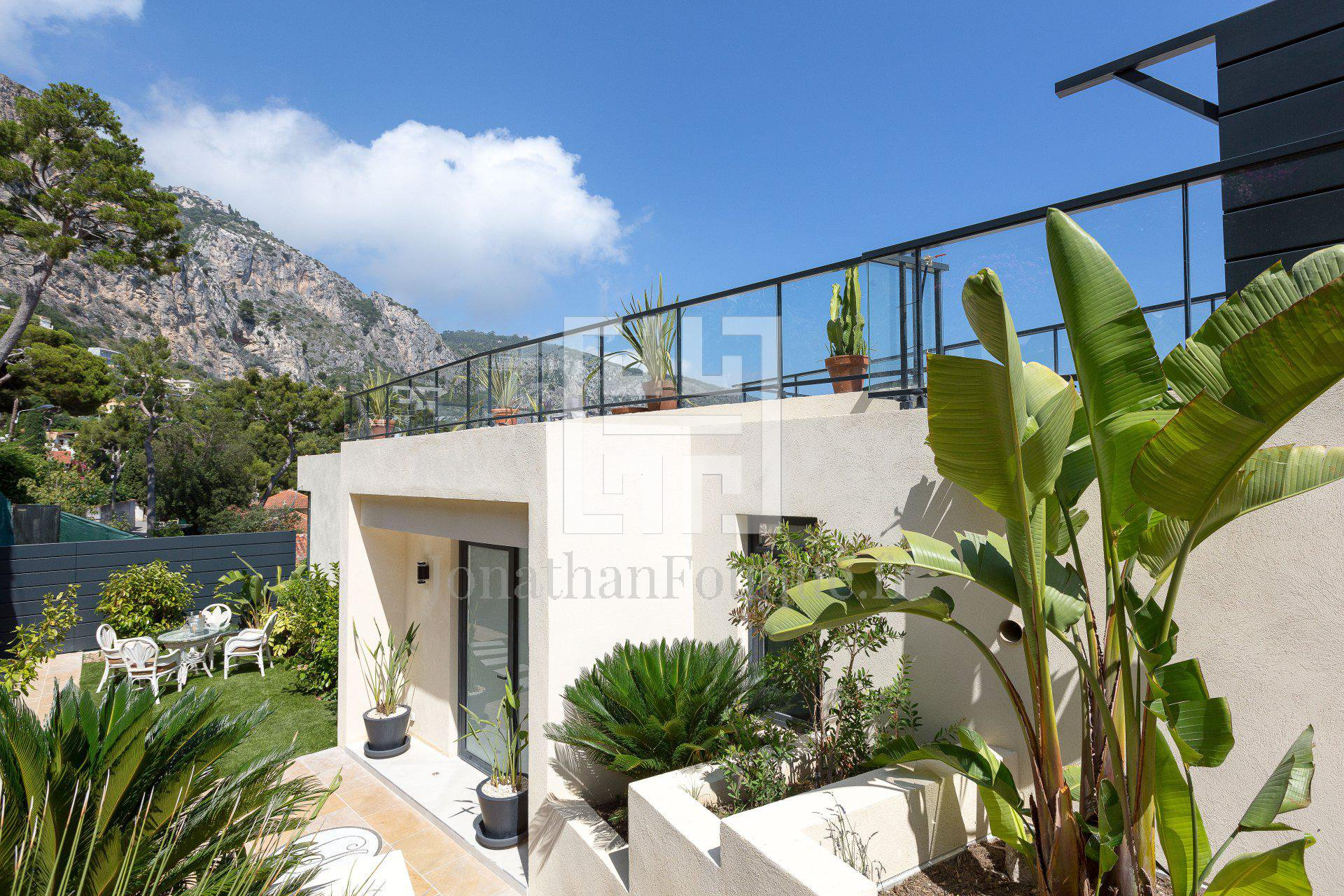 MONACO - LUXURY PROPERTY WITH SEA VIEW