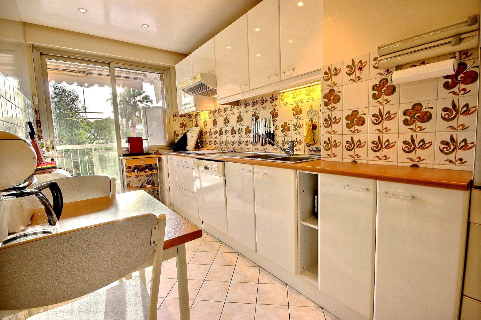 cuisine équipée Cannes Basse Californie Appartement 2 Pièces à vendre