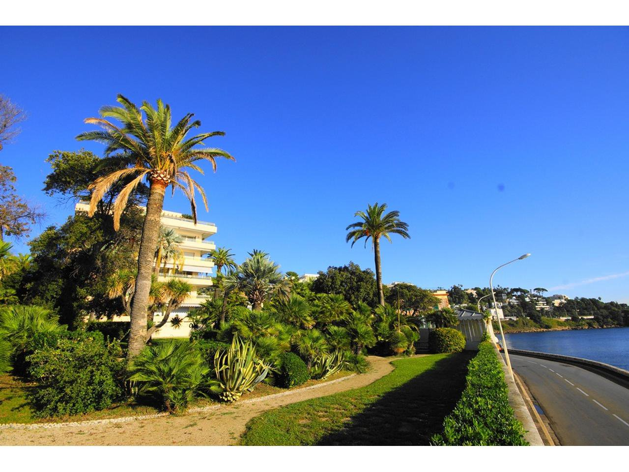 Property sales Palm Beach 2 bedroom apartment terrace and swimming pool