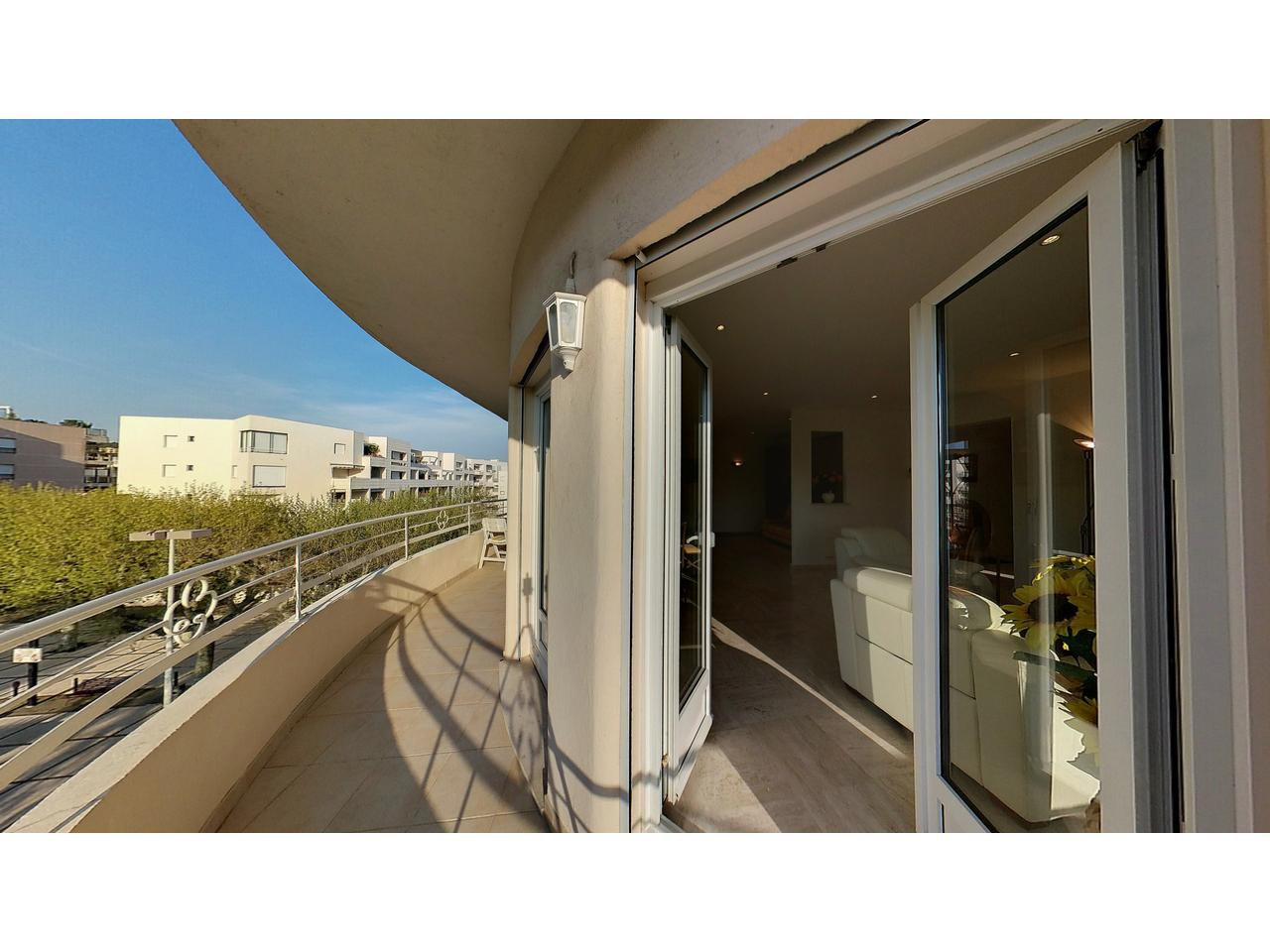 Apartment 3 rooms 92 m²  for sale in Cannes Palm Beach