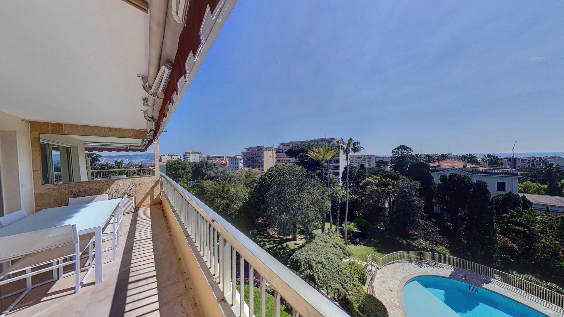 Lägenhet till salu i Cannes Basse Californie med panoramautsikt