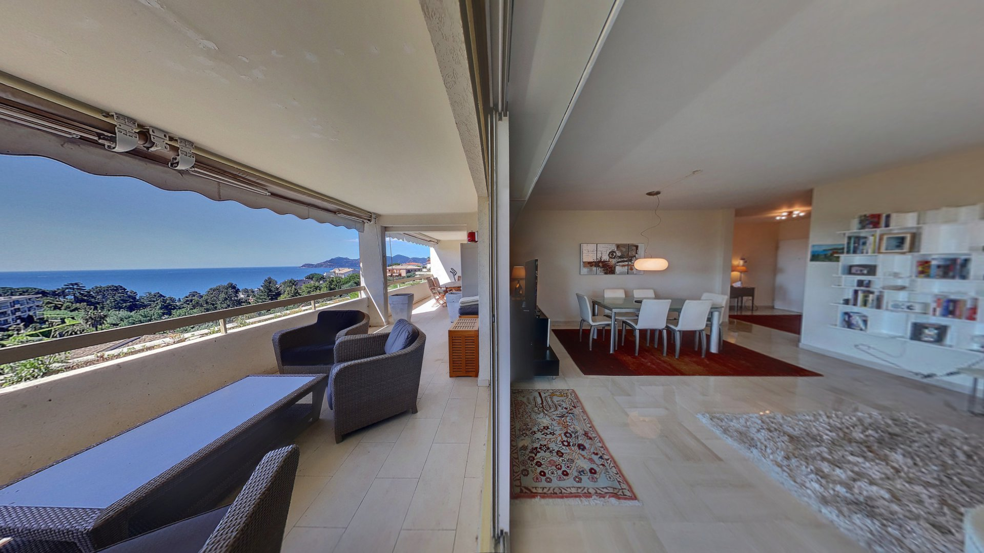 4 rummare till salu i Cannes Croix des Gardes  och en magnifik panorama havsutsikt