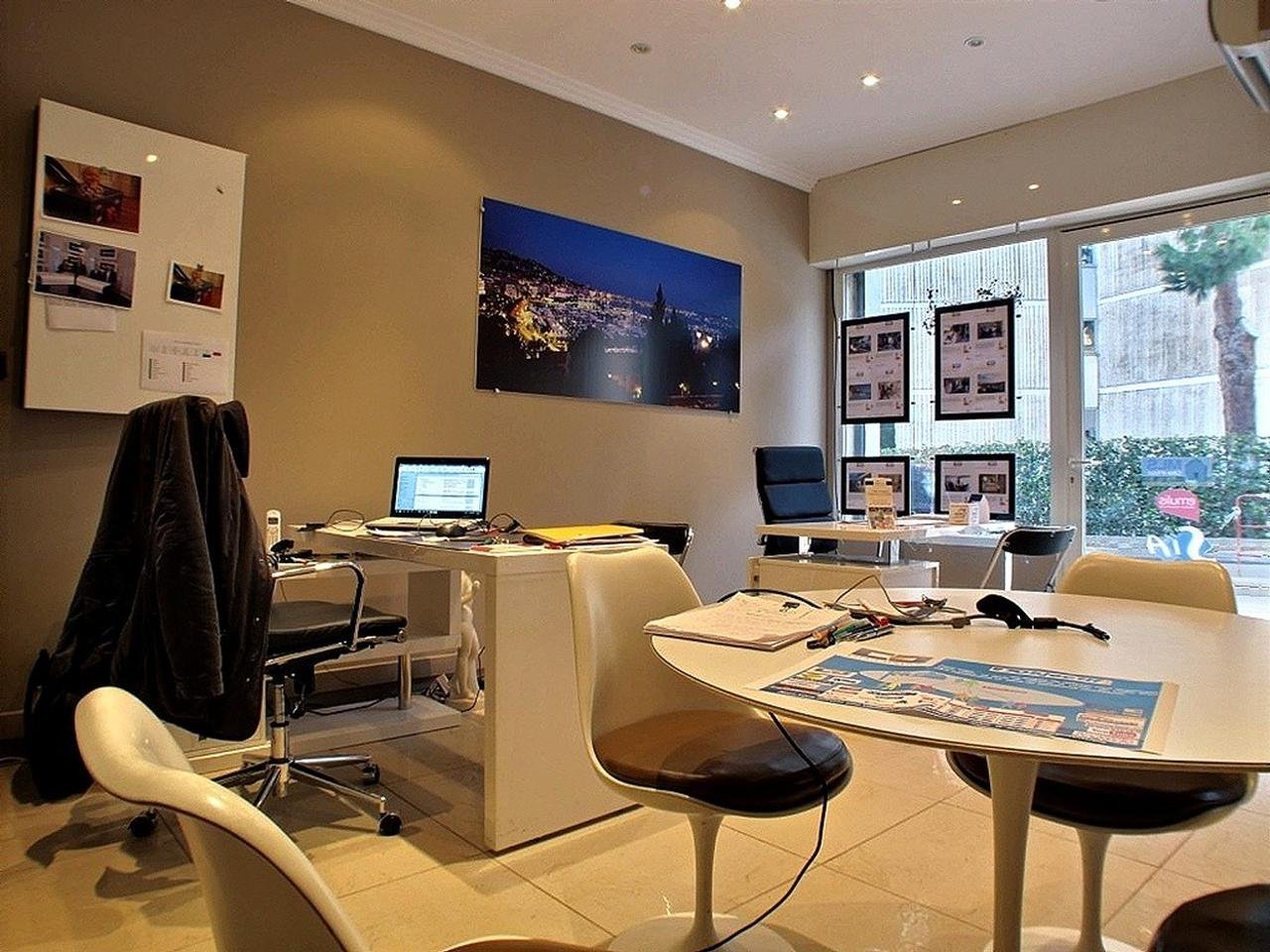Business office 21 m²  for sale in Cannes Montfleury