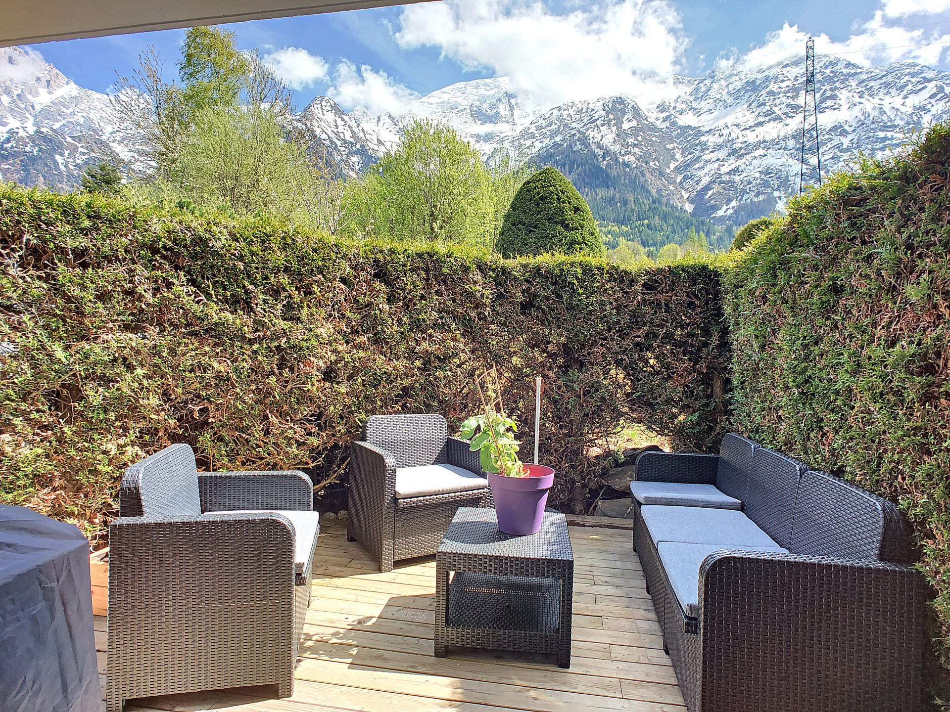 Nice terrace with view on the massif