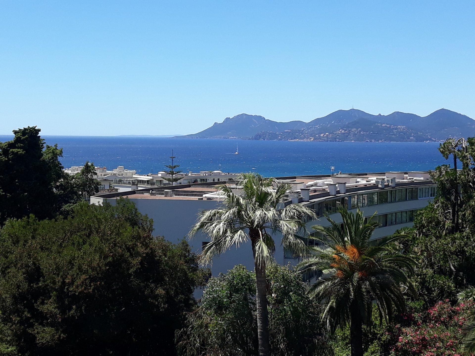 Ljus och rymlig lägenhet i Cannes Californie om 96 m² med vacker havsutsikt