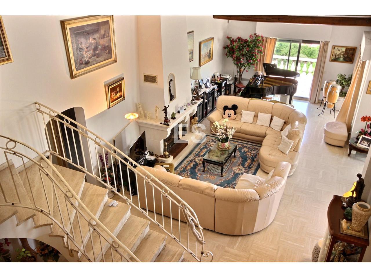 Villa med 7 rum 400 m² till salu på Franska Rivieran - havsutsikt