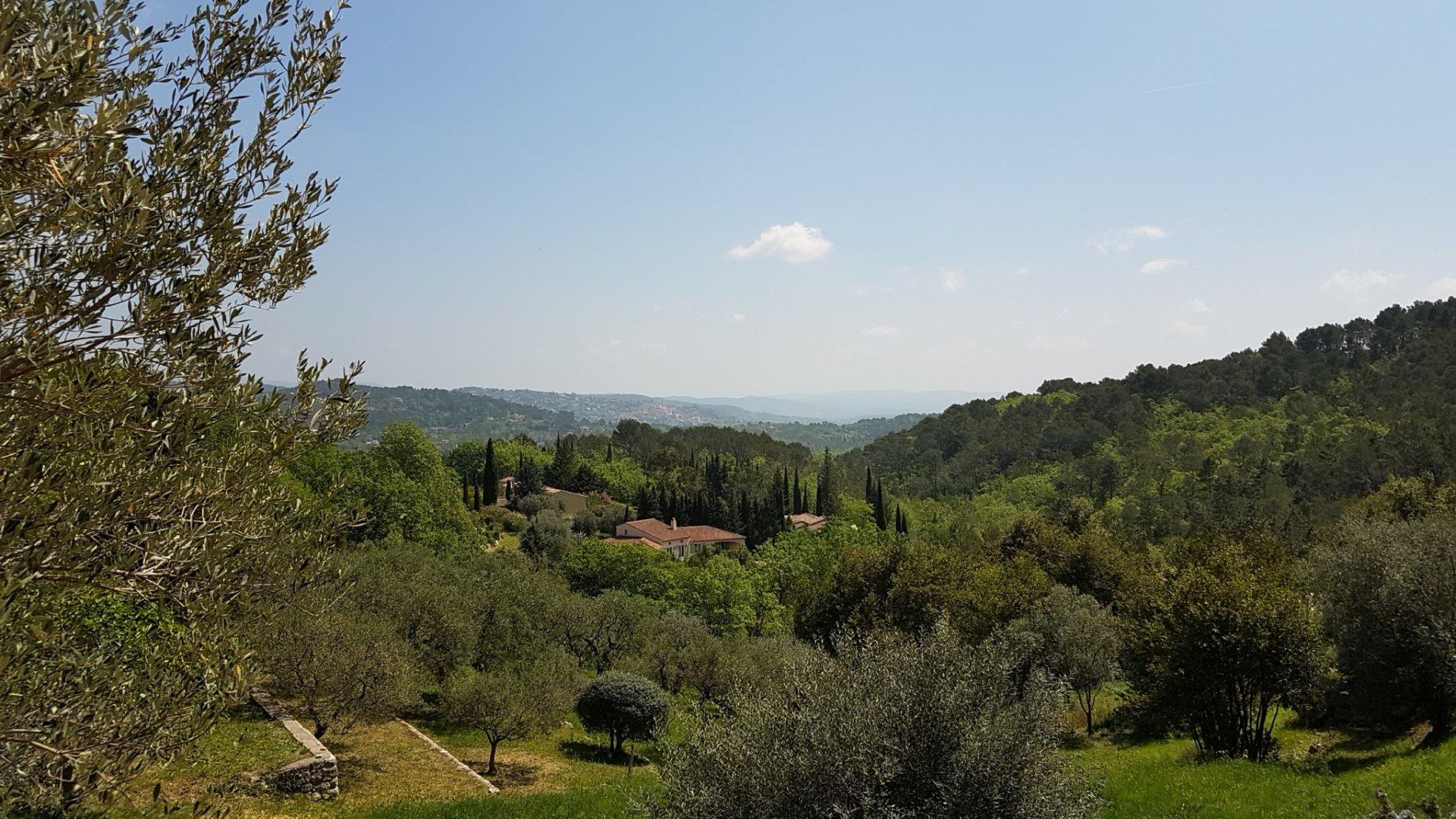 Seillans: villa proche village avec jolie vue