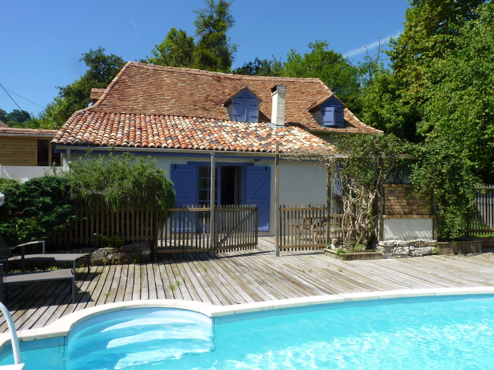 SALIES DE BEARN - Pretty Béarnaise house with pool, close to town.