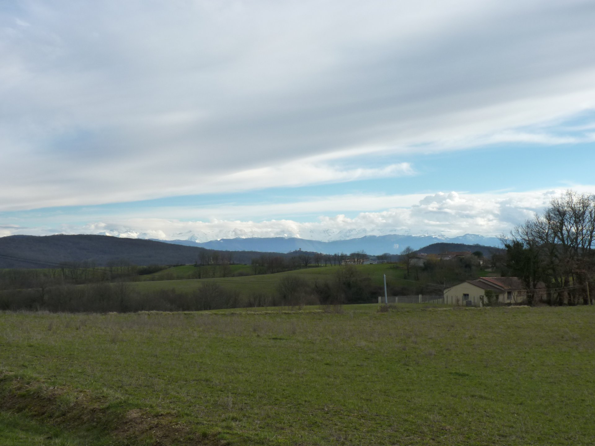 In Boussan, 200 m² barn view Pyrenees and countryside