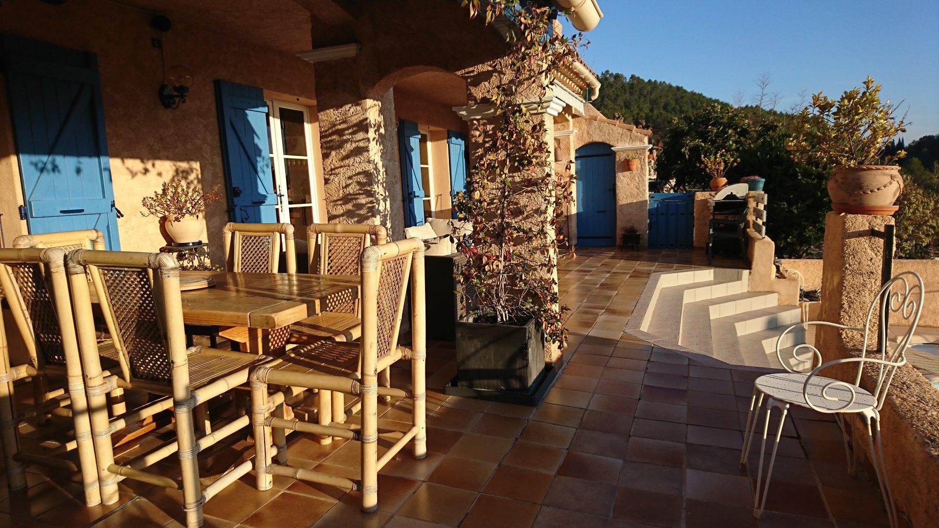 Taradeau, villa de très bonne construction de 159 m2 avec piscine