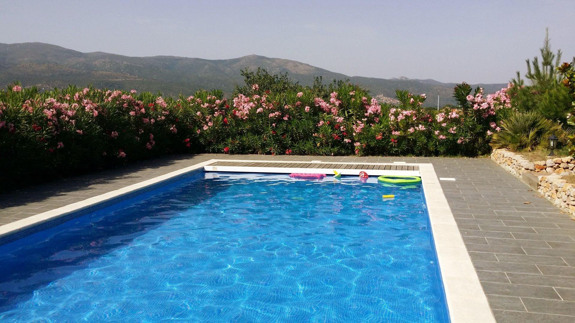 Prades - belle propriété avec double garage et piscine