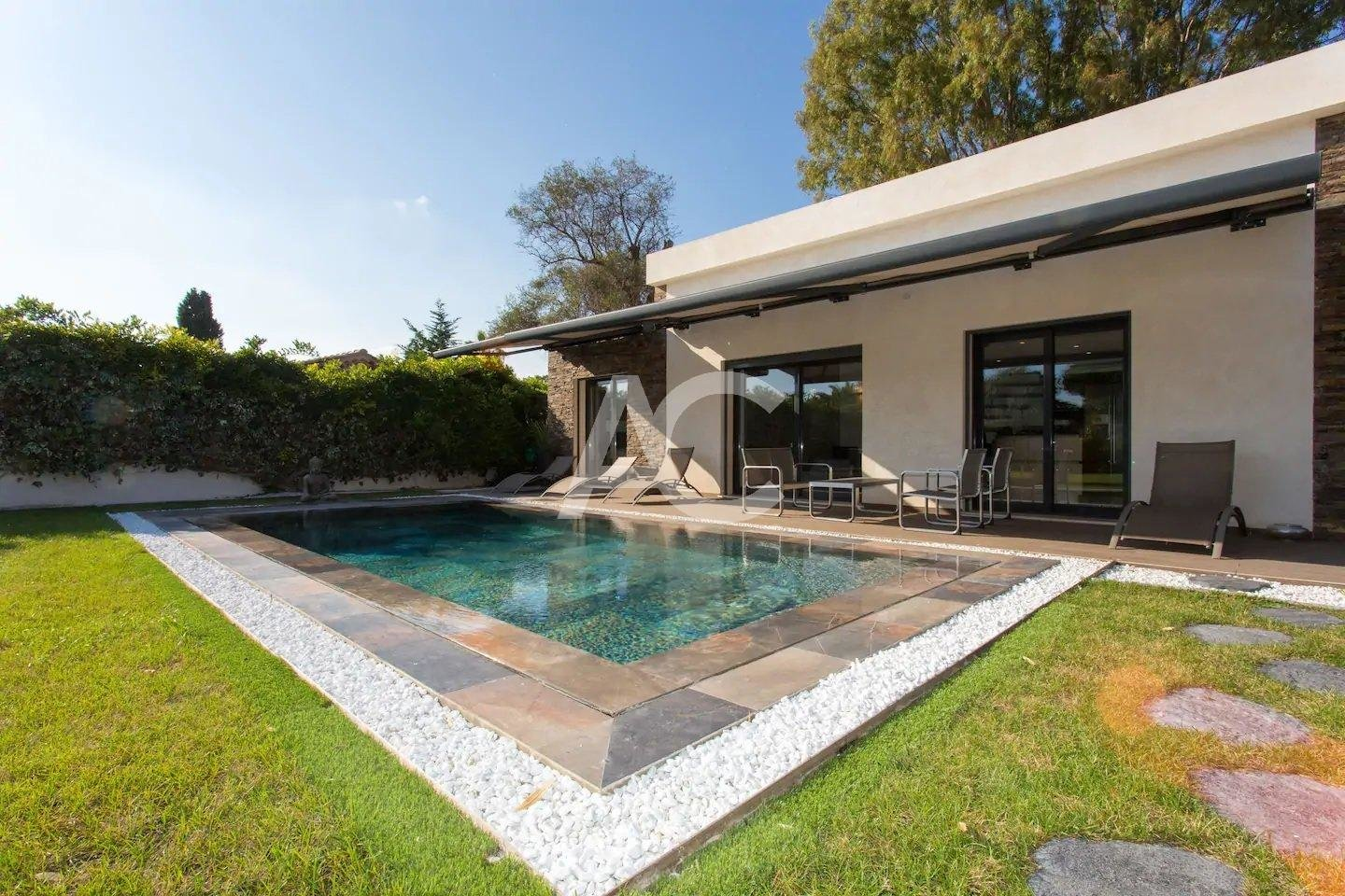 Renovated villa 100m from the beach - West side