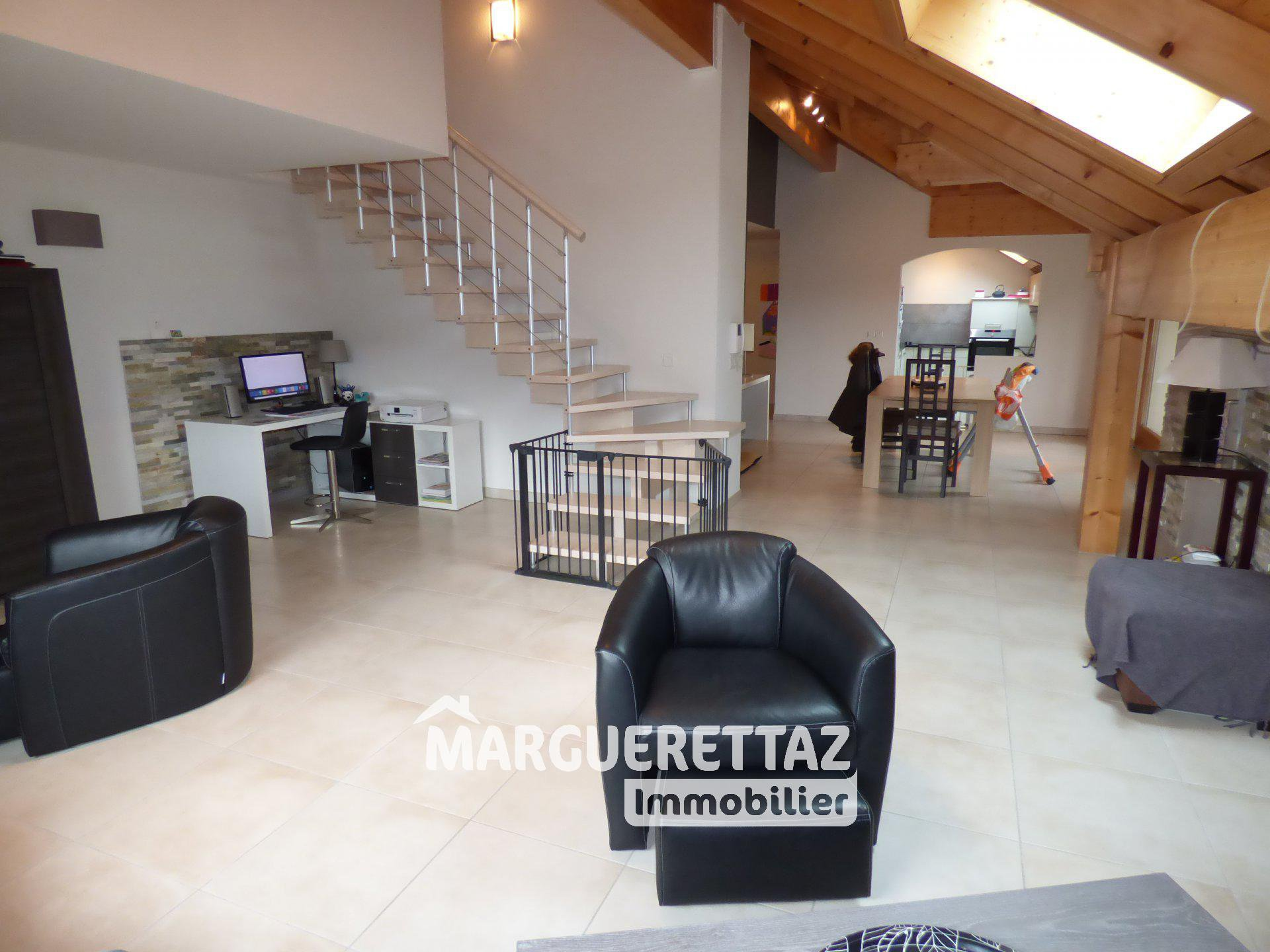 Appartement T5 récent en Duplex