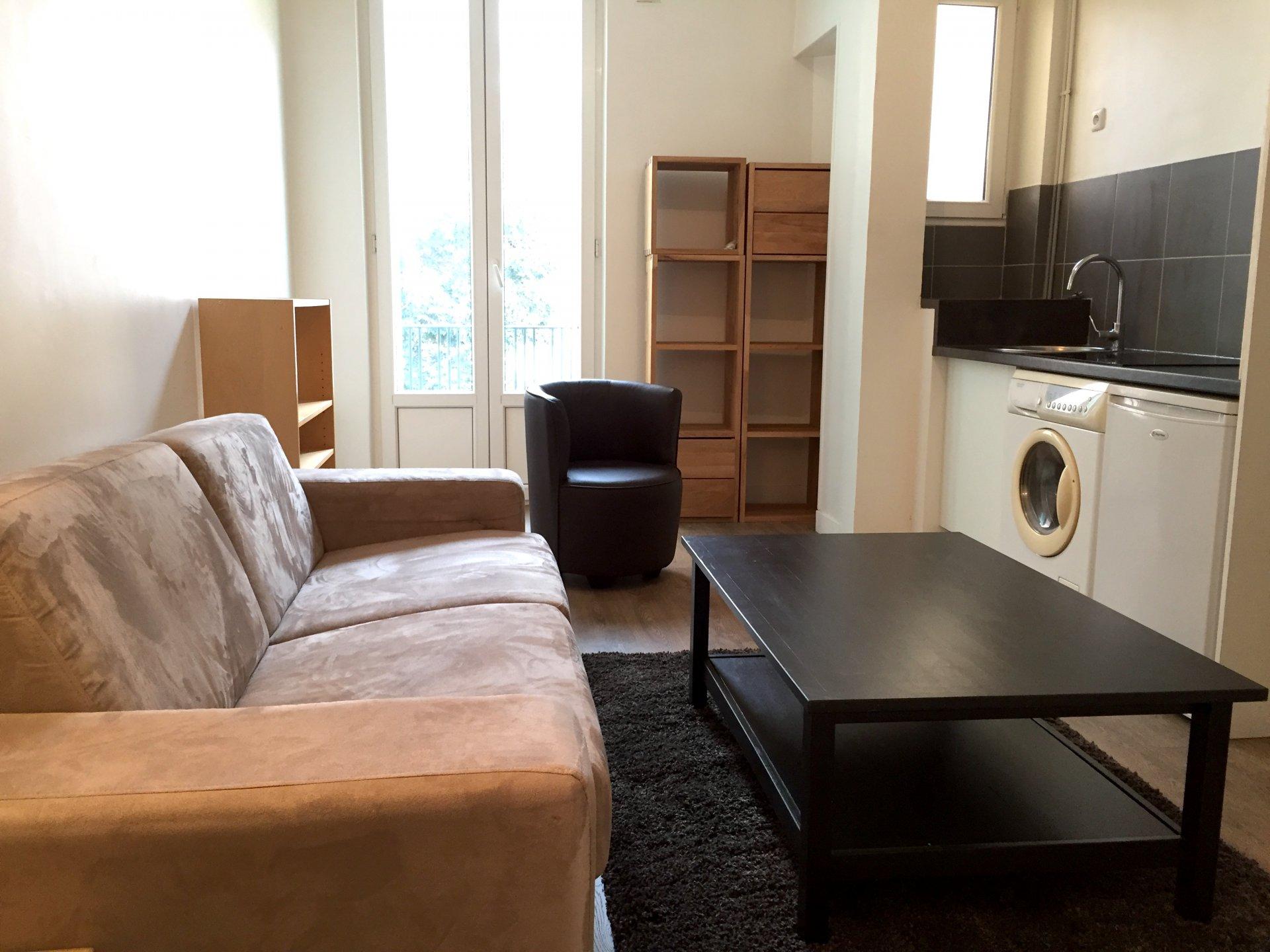 lib ration studio meubl. Black Bedroom Furniture Sets. Home Design Ideas