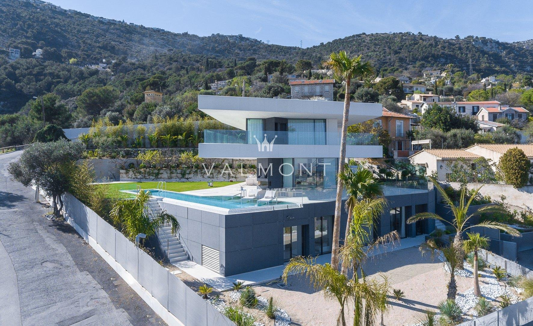 ULTRA MODERN PROPERTY OVERLOOKING THE PRINCIPALITY