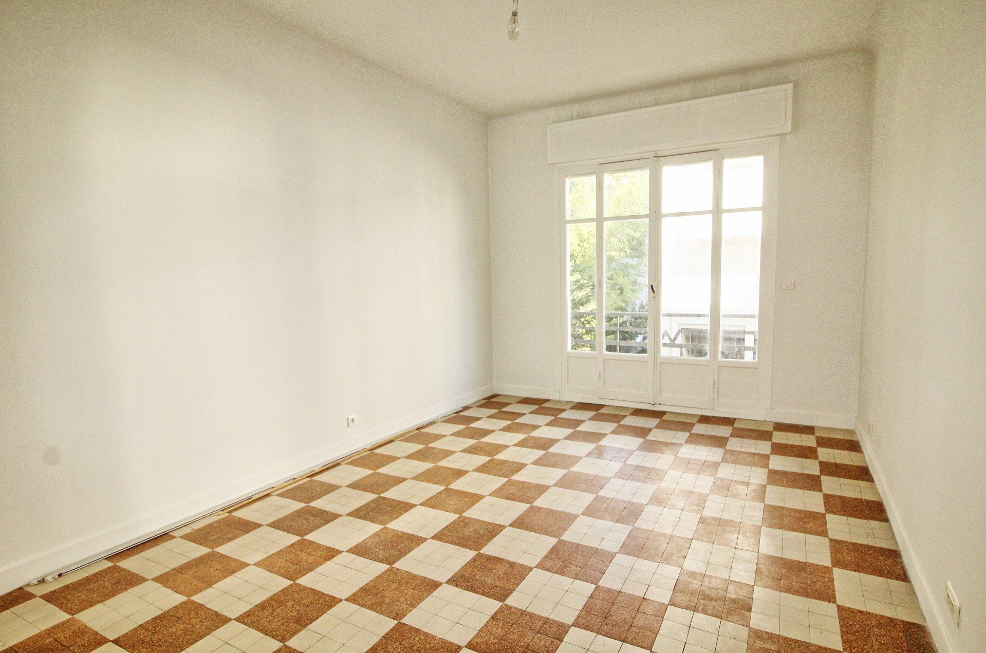 Salon, carrelage, appartement à vendre, cimiez, deux pièces