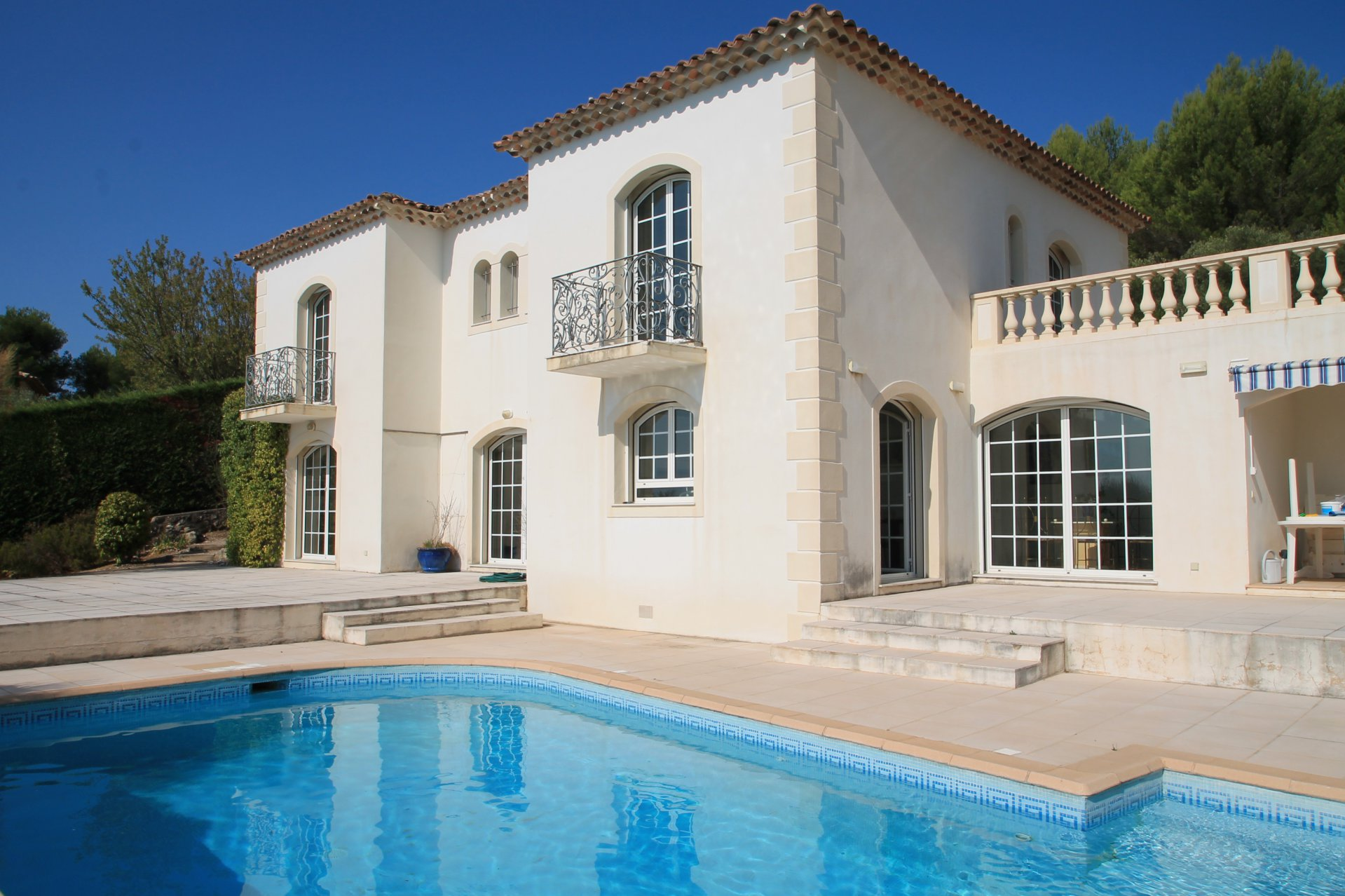 Light and airy Florentine style villa with panoramic sea view in Tourettes Sur Loup