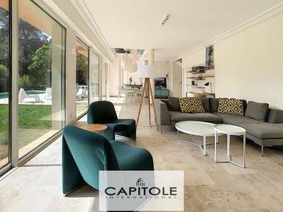 Antibes/Juan Les Pins   New Built villa of  220m²