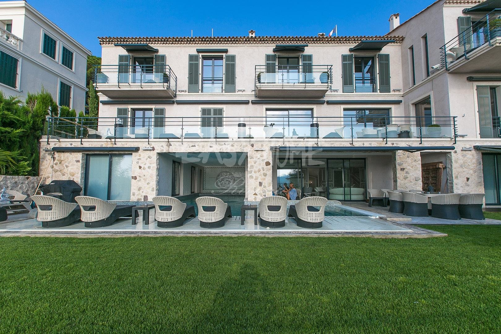 Purchase / Sale Luxury villa in Cannes center with sea view