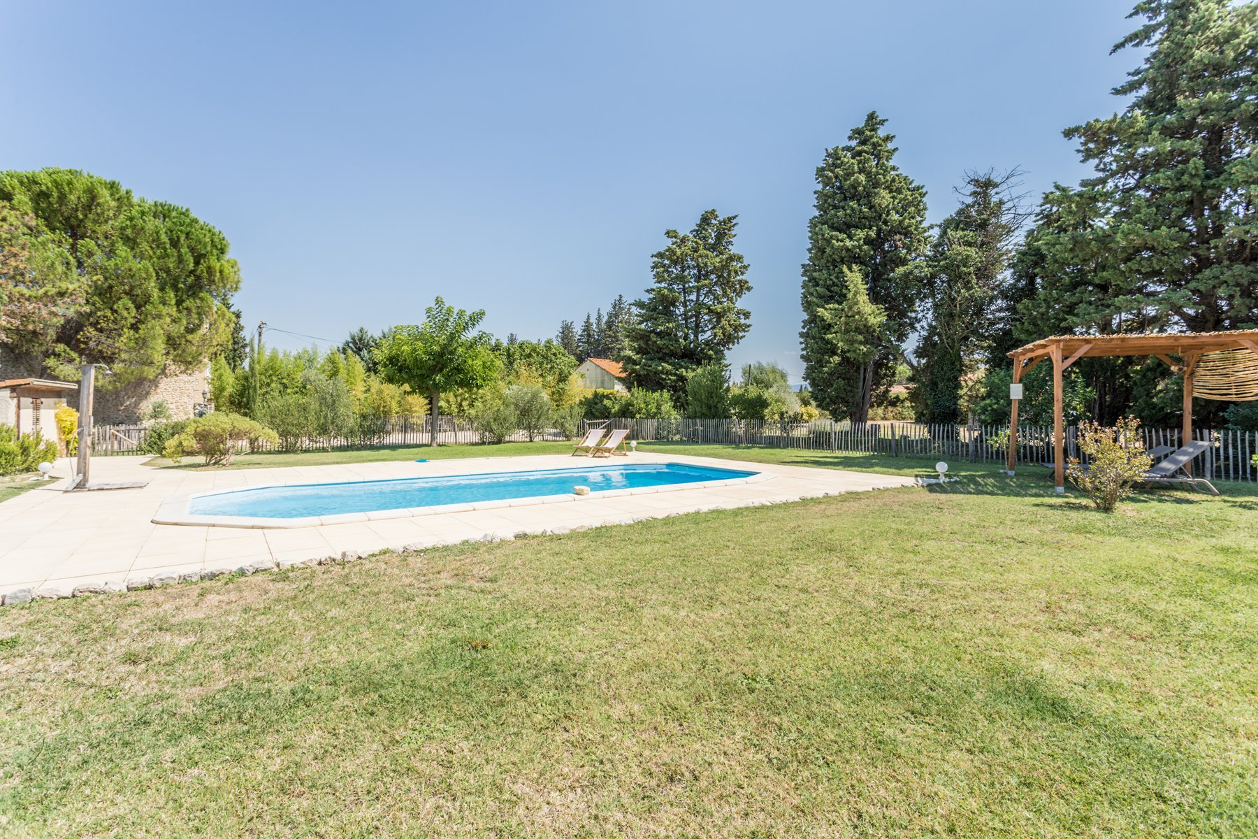 Luberon,  Mas du 19° sur 1.7 hectare