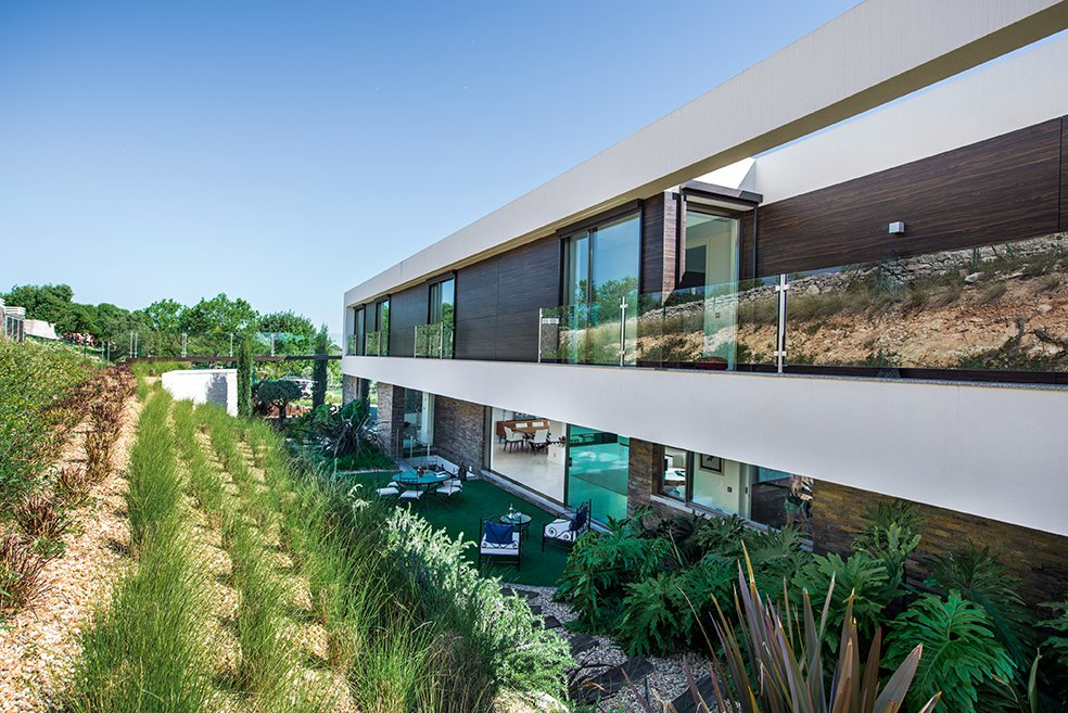 5 Minutes from Vilamoura, contemporary and Luxury villa with a stunning panoramic view