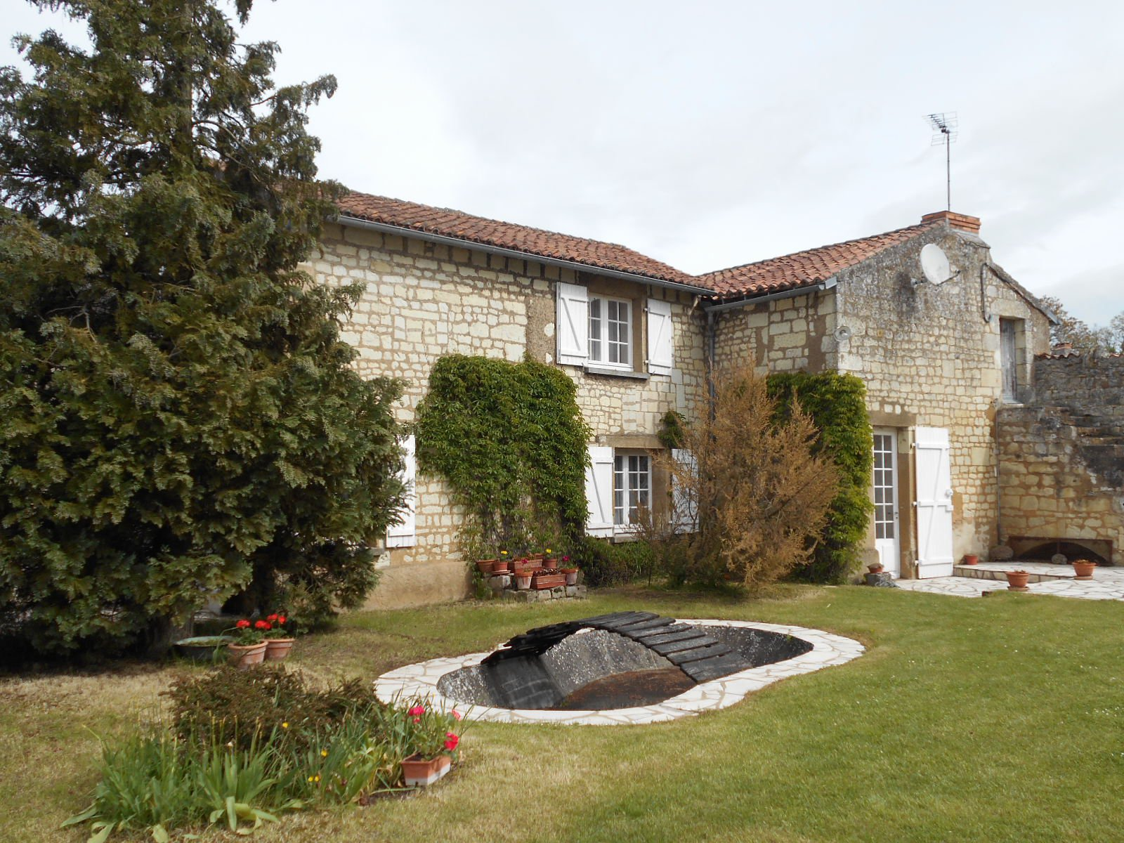 Sale House - Curçay-sur-Dive