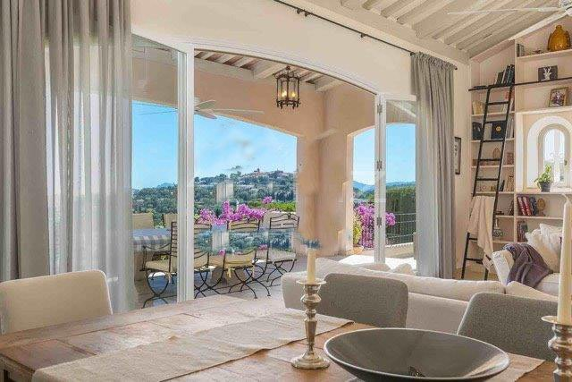 SUPERB VILLA WITH A DOMINANT VIEW UNTIL THE SEA