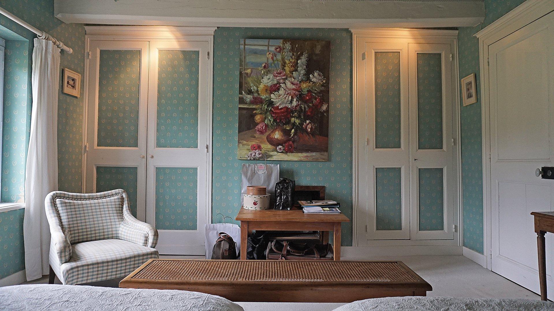 PAYS D'AUGE-CAVADOS 30 minutes de Deauville une maison , sa maison d'amis, une piscine, 2ha20 de terrain