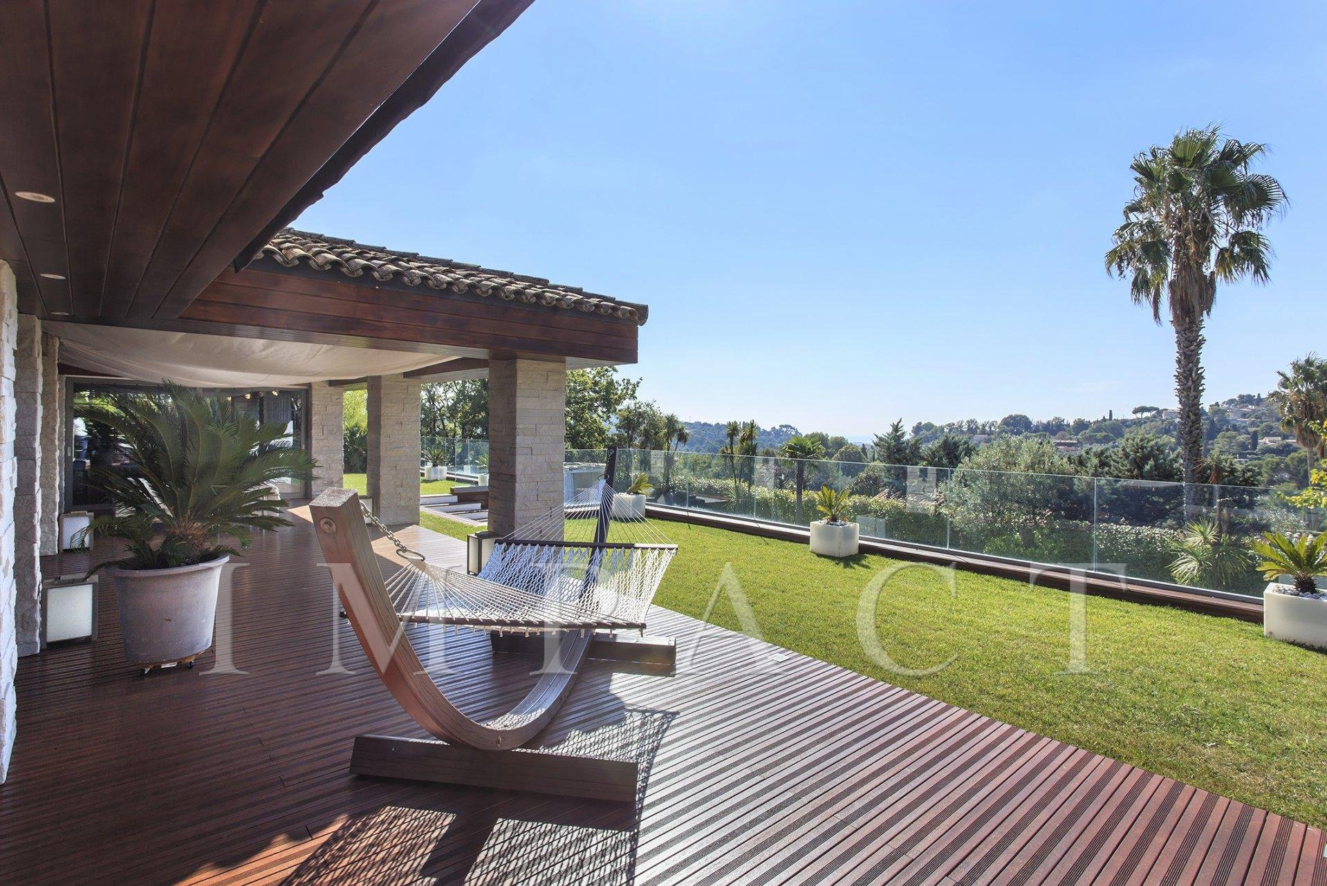 Modern villa in Mougins with sea views to rent
