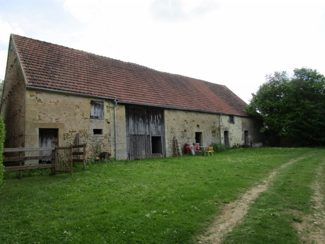For sale  Burgundy Nièvre 58 large barn with CU