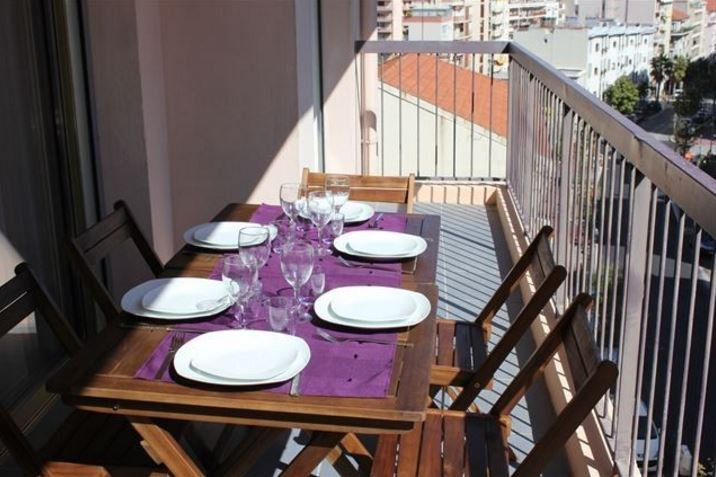 BEAUTIFUL RENOVATED APARTMENT WITH TERRACES CITY CENTER
