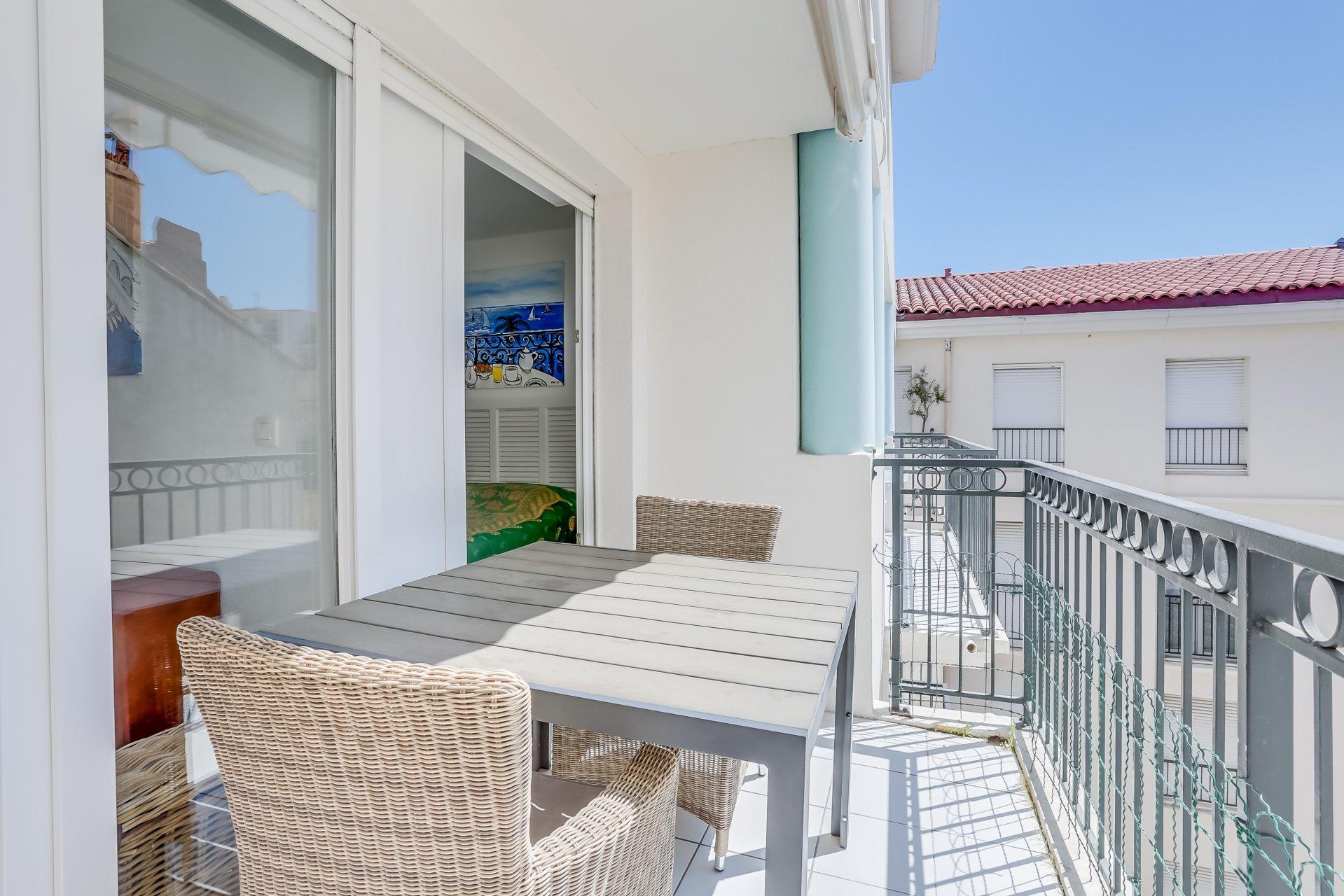 CANNES - Leilighet med balkong, bod og garasje et stenkast fra stranden og sentrum.