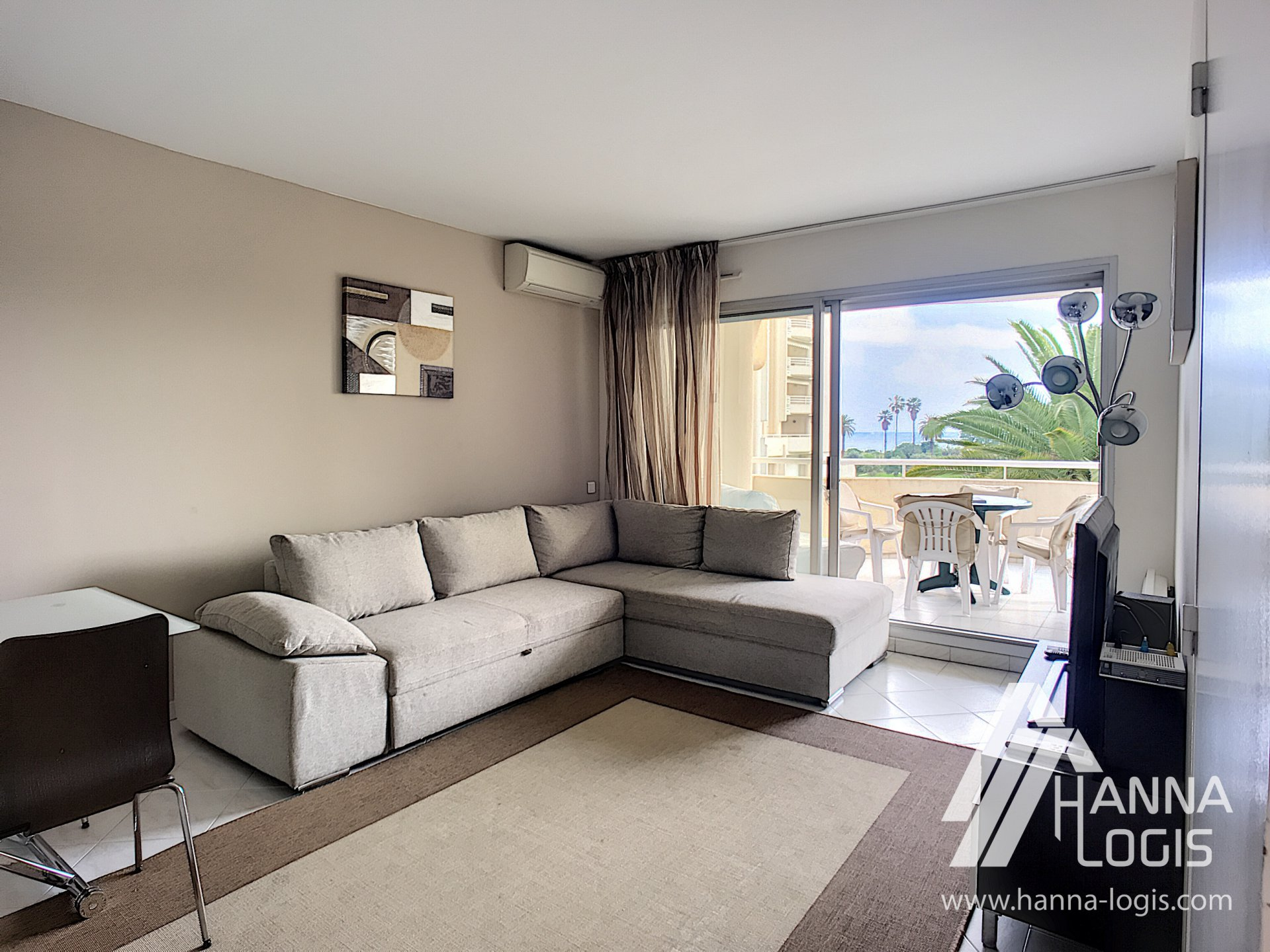 Nice 2 rooms apartement with the sea view, pool, park