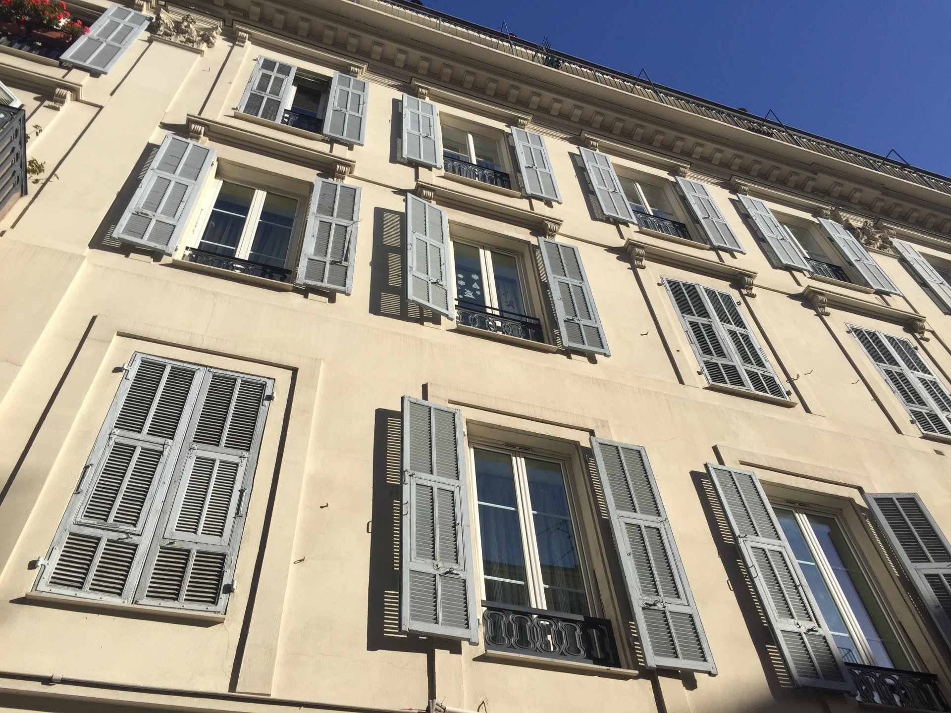 NICE CITY CENTRE - Large 3 bed apartment